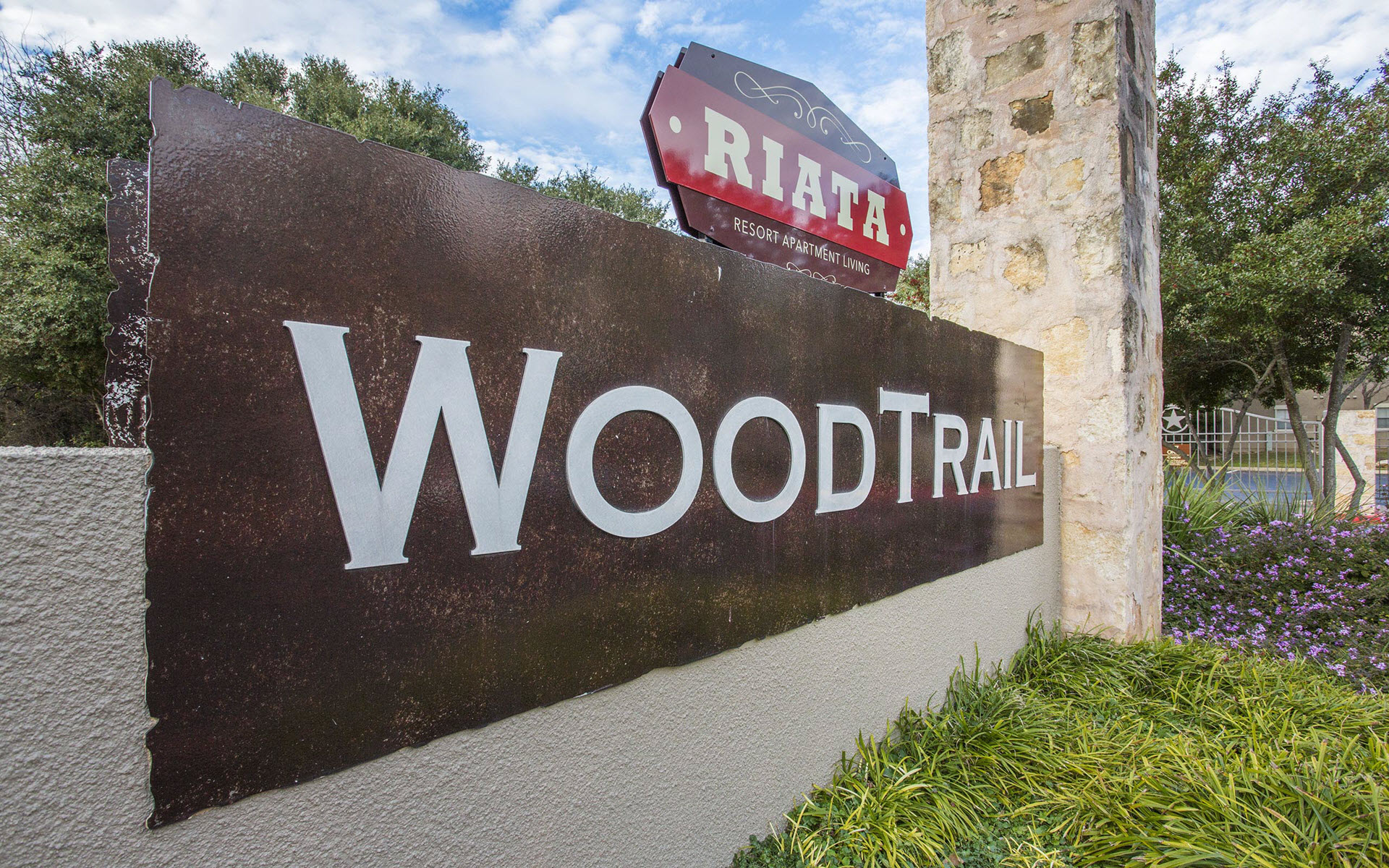 Woodtrail Entrance