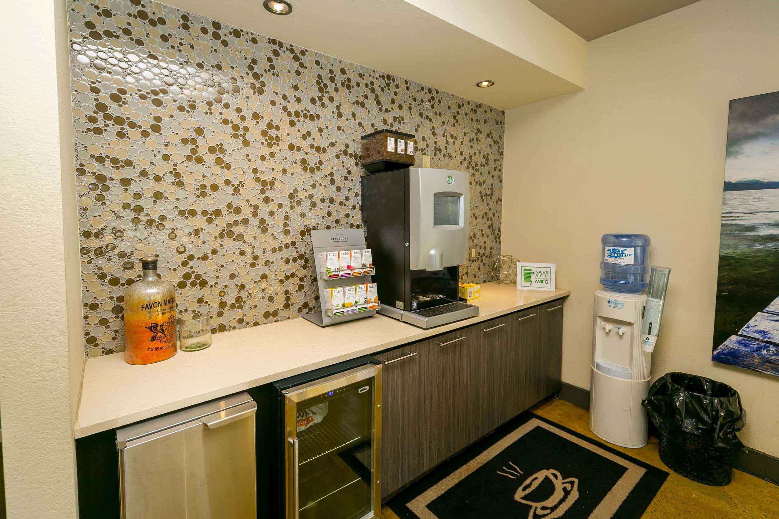 Starbucks Wifi Cafe & Lounge
