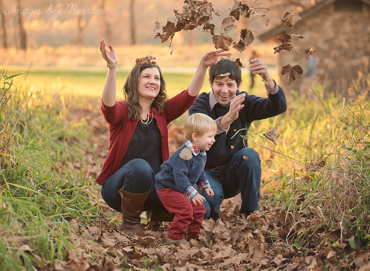 Des Moines area family photographer at Ledges State Park. Leaf tossing.