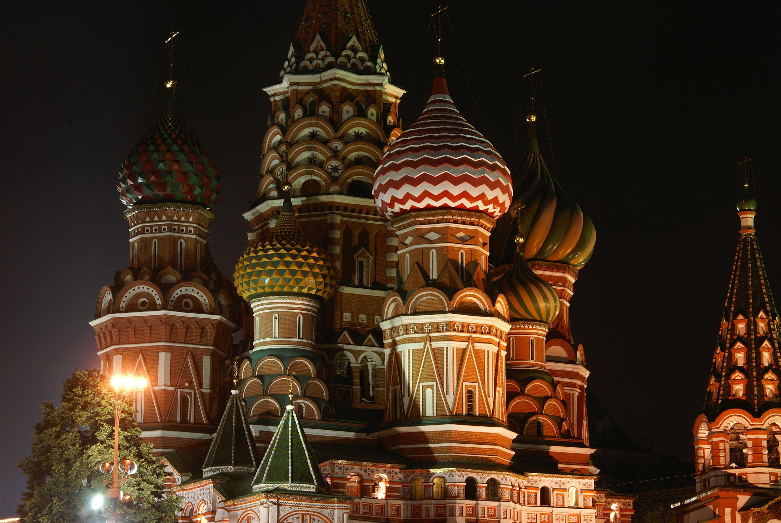 Saint_Basil_Cathedral_summer_night_closeup.jpg