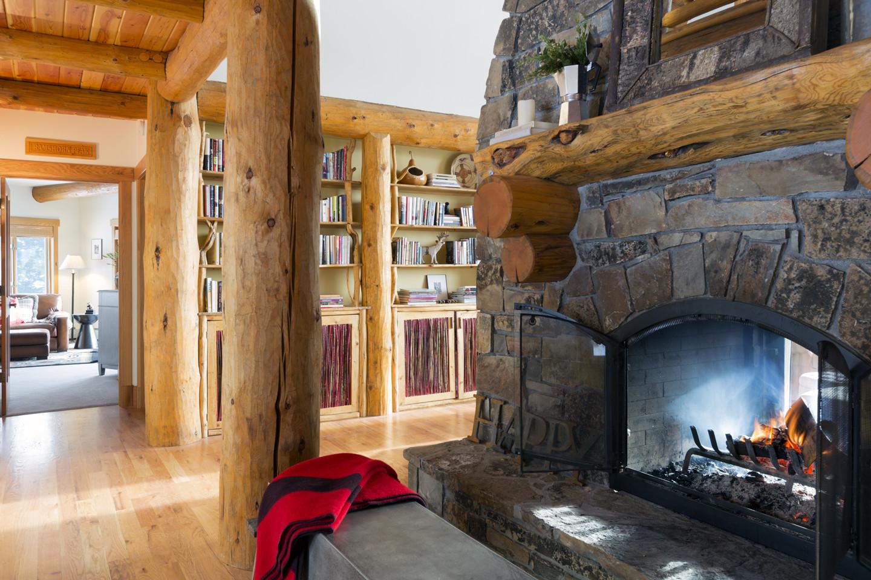 Fireplace_entryW.jpg