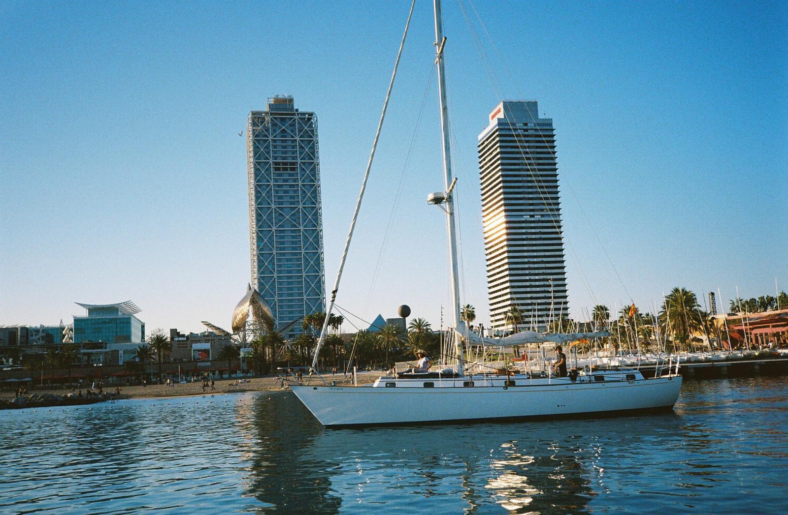 Boat Tour Barcelona.jpg