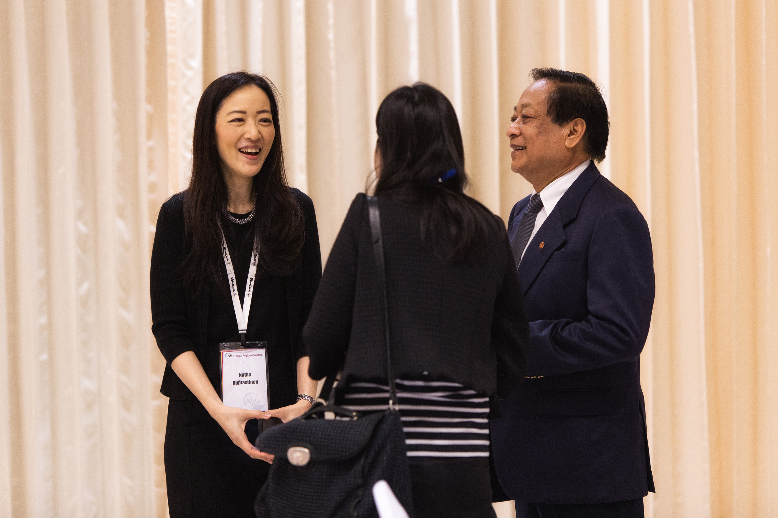 Natha Kuptasthien (left), who leads CDIO in RMUTT, interacts with participants at the 2017 CDIO Asian Regional Meeting. Temasek Foundation International, which supports CDIO in Thailand, is a supporter of the framework because of its focus on addressing real-world situations.