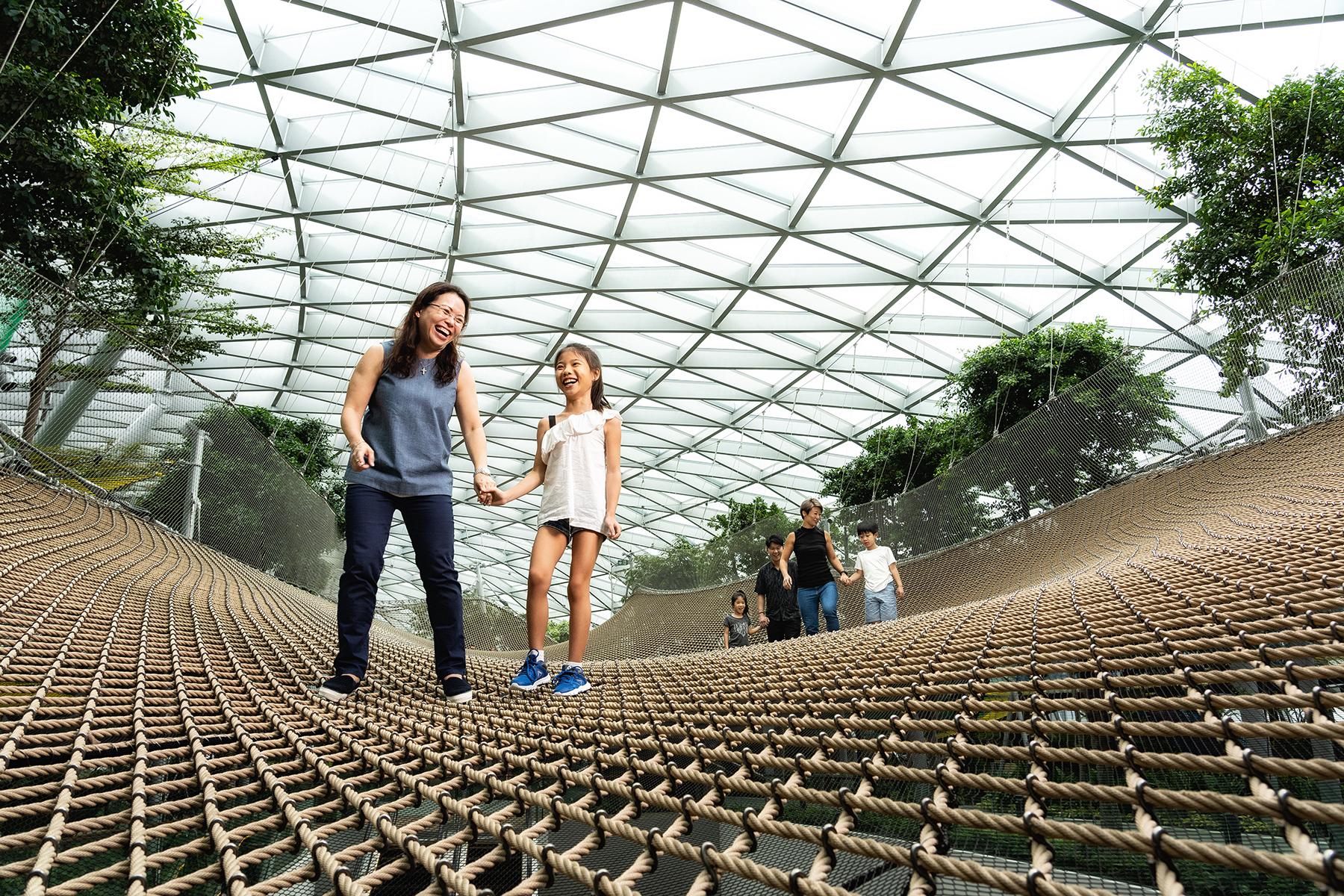 singapore-photographer-manulife-jewel-skynets-03.jpg