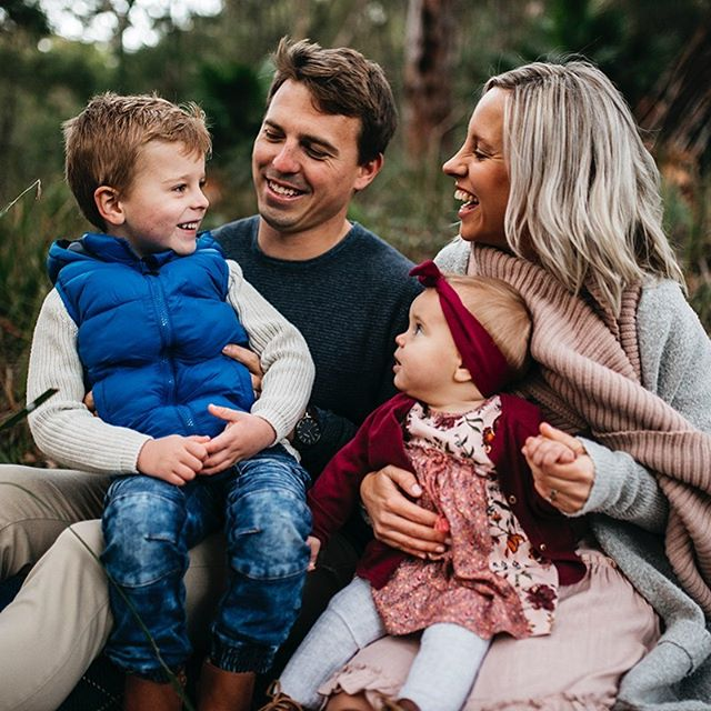 Sneak peak for this mornings family. The morning winter light is so stunning and these colours mixed with the greenery get me super excited for pictures. Sarah and I worked together on their wardrobe, which was super fun. I could have taken bubba home, tooooooo cuuuuuute. @sarah_jane_delaney