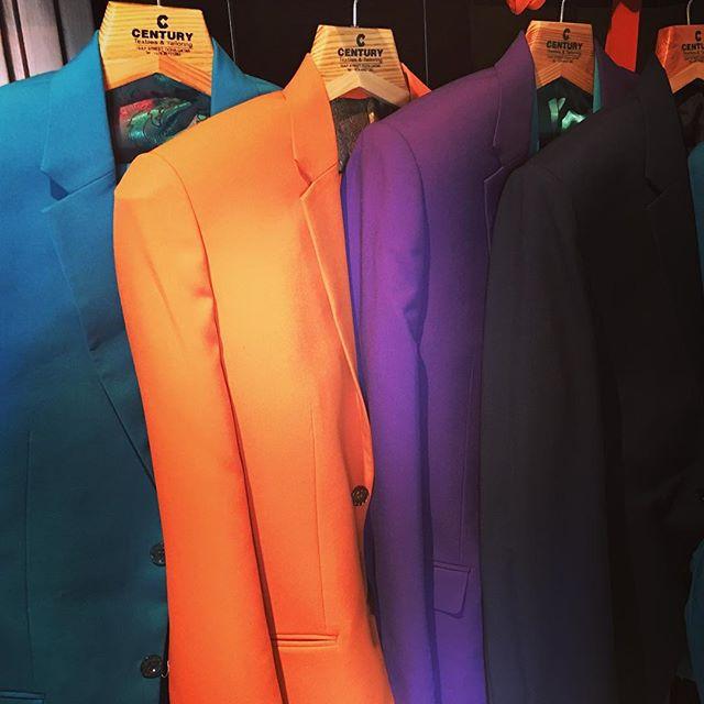 Tomorrow night @thebackyarddoha : 3 singers and 6 new suits! Kick off is around 9pm! Don't be late!  #thebackyarddoha #grooveoffice #dohanightlife #qatarnightlife