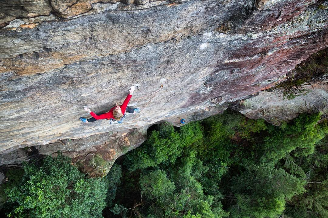 Amanda Watts climbing in the Blue Mountains, Australia