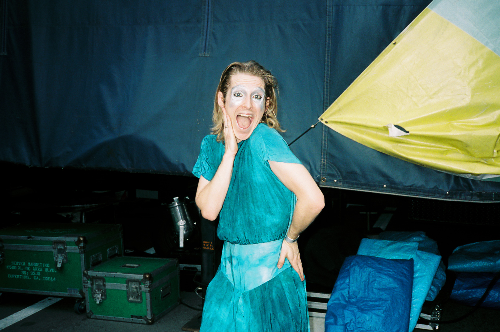 Diane Coffee caught changing outfits backstage mid performance