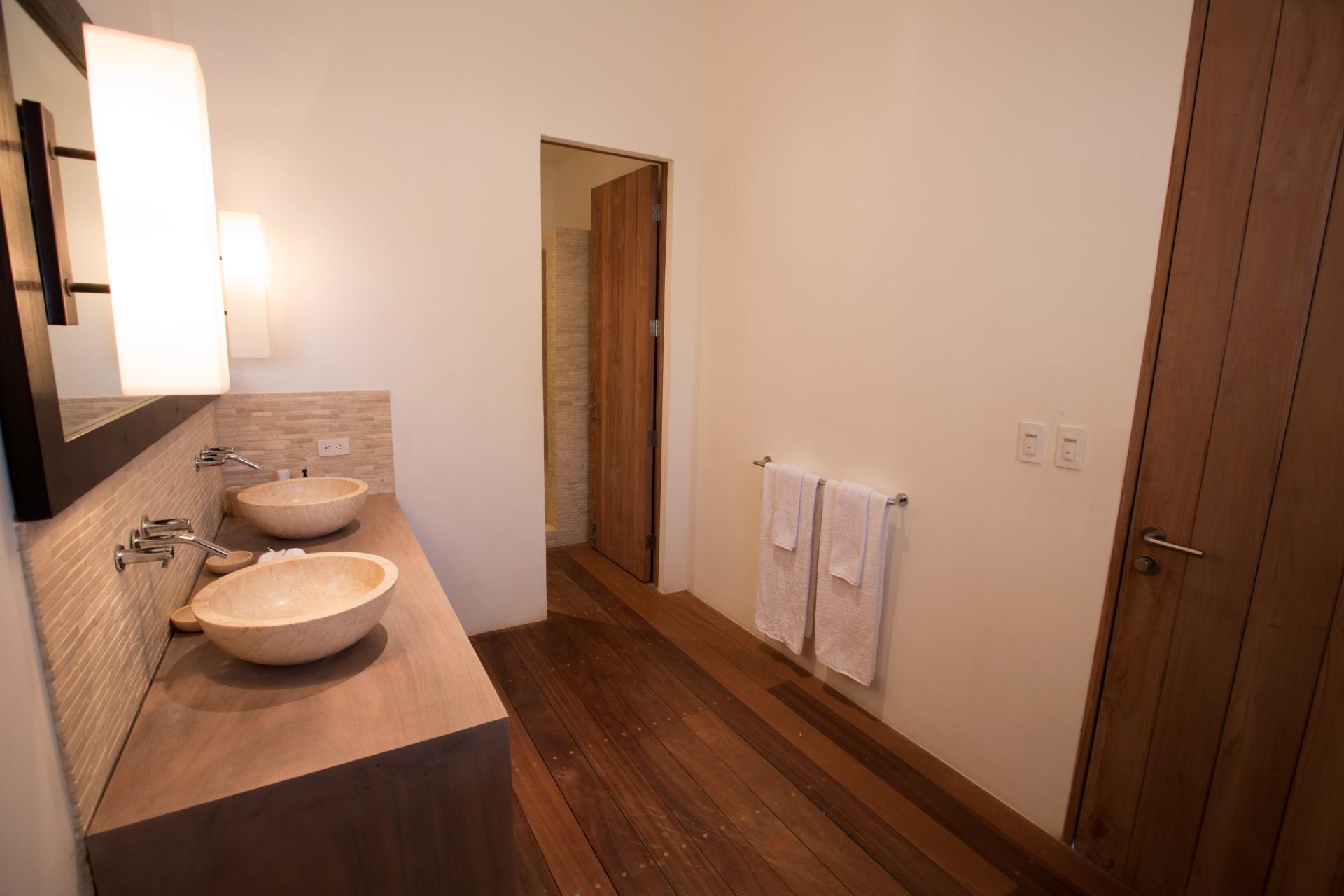 Snow White Guestroom  - 03.JPG