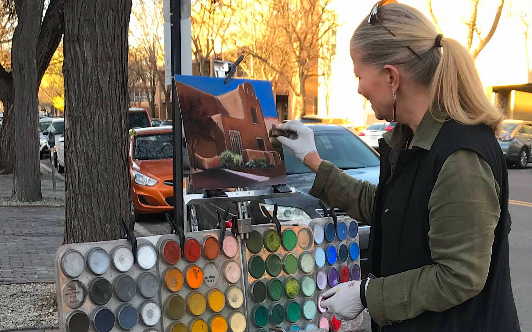 Cheri Ginsburg painting on the Plaza in Santa Fe, NM