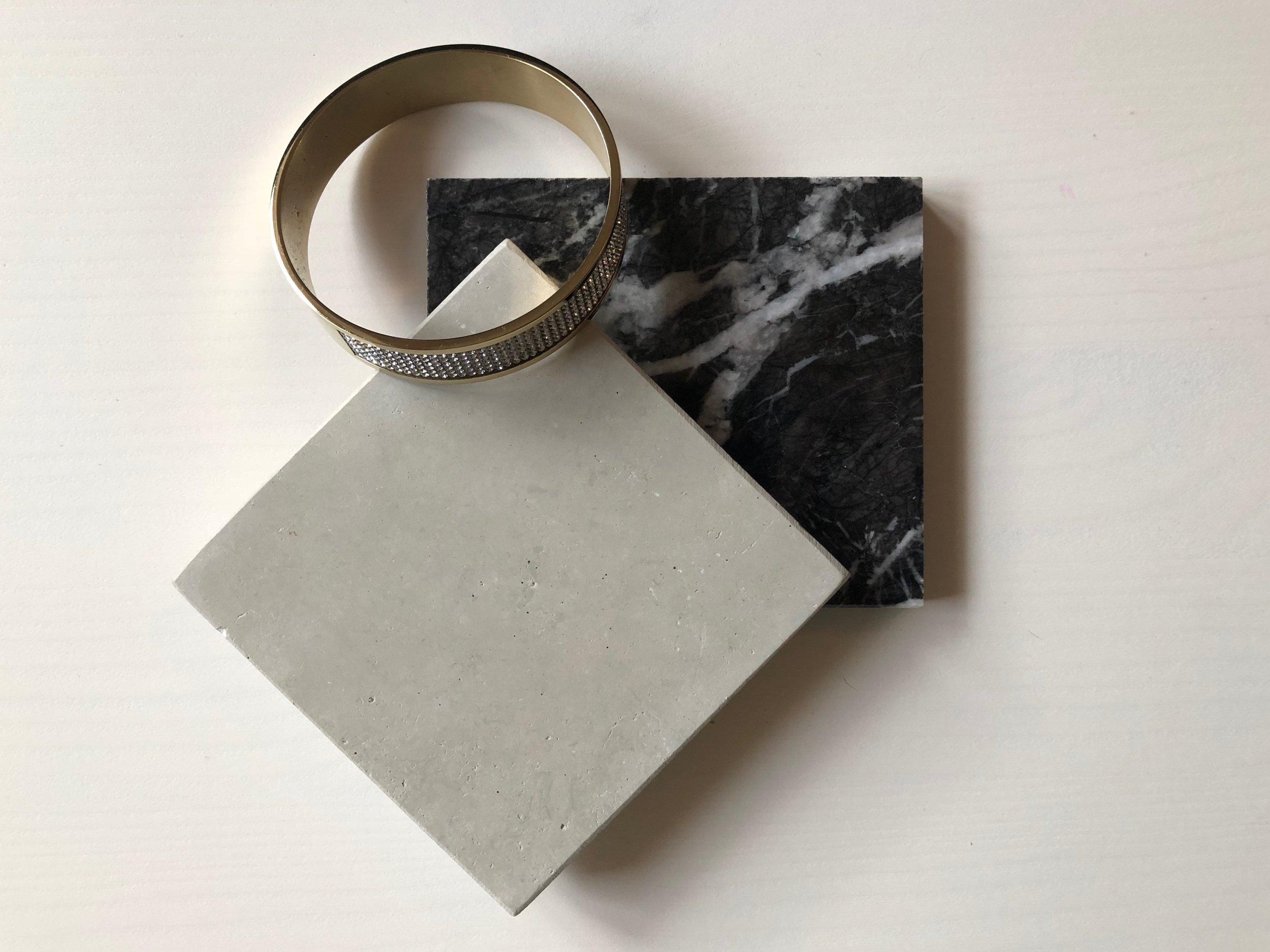 Alevik slipad. Nero Marquina marmor