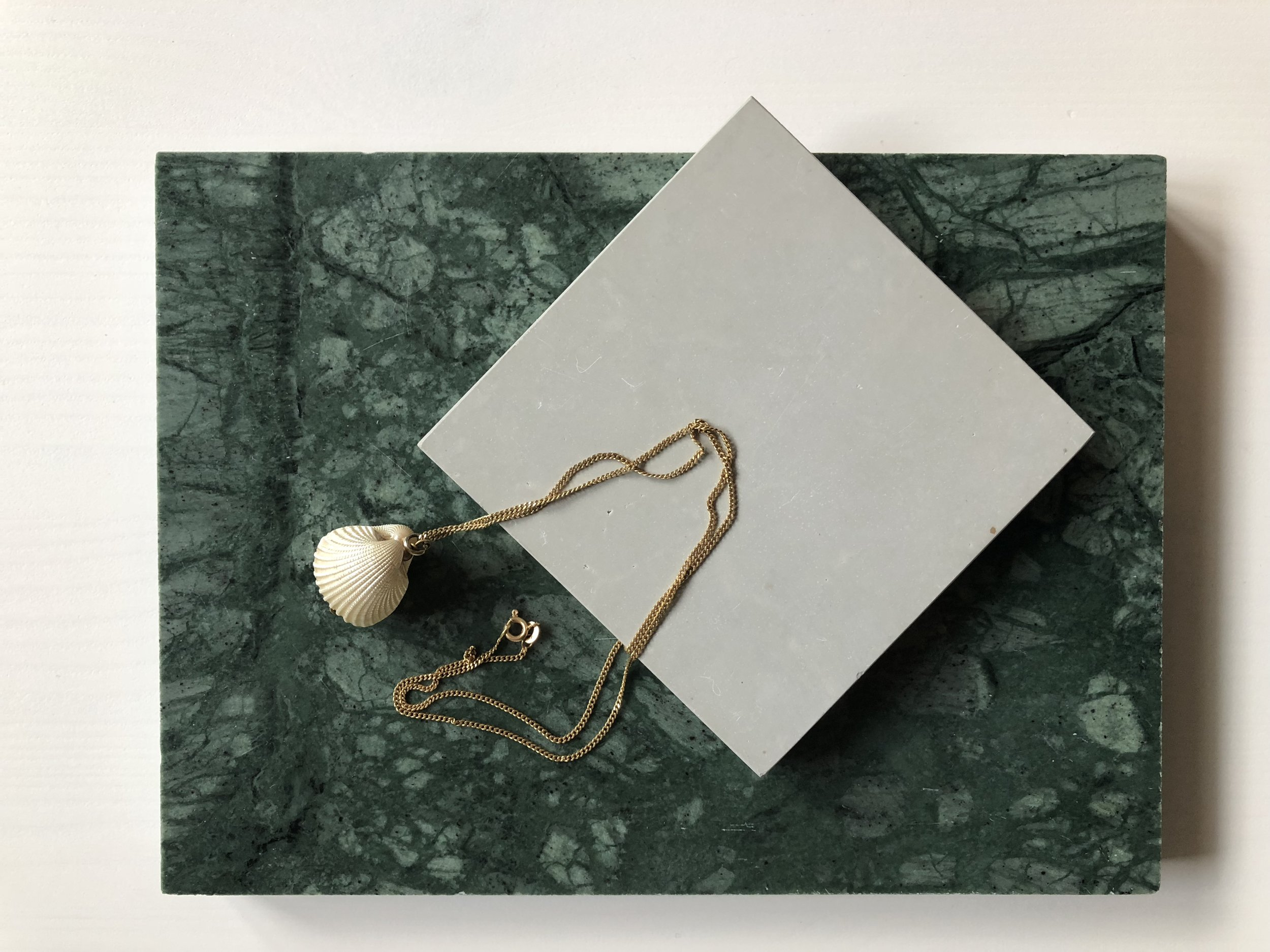 Rosenthal slipad. Verde Guatemala marmor