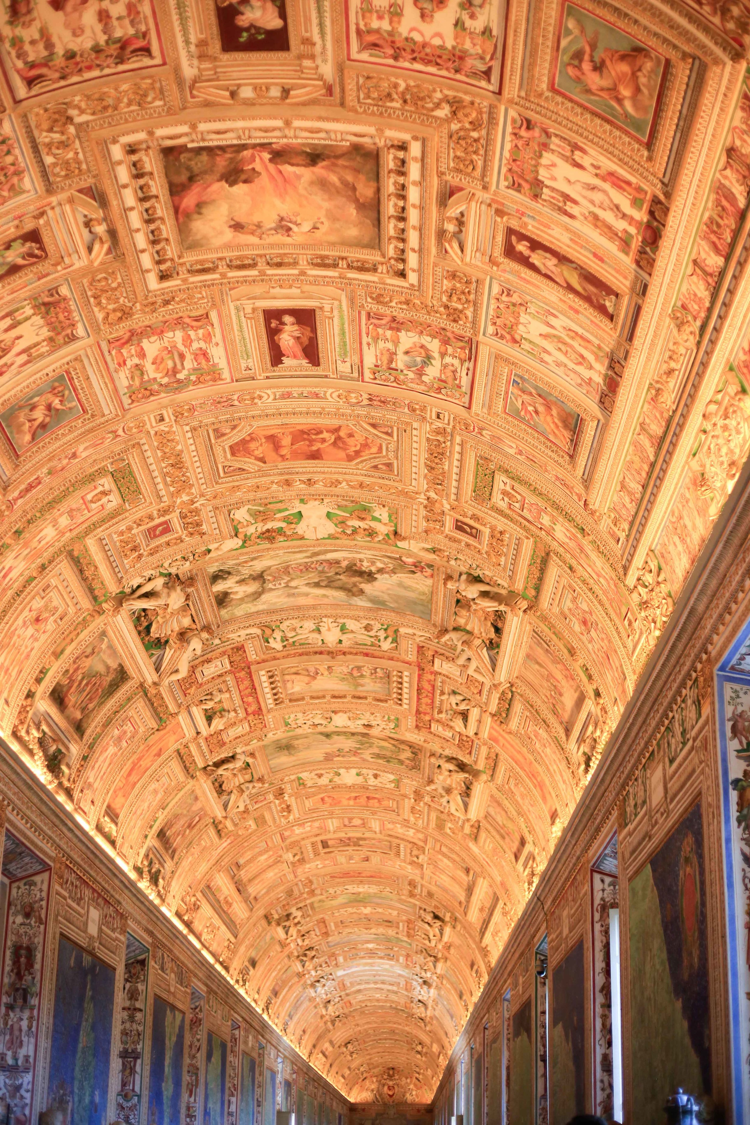 the maps room in the vatican museum is gorgeous