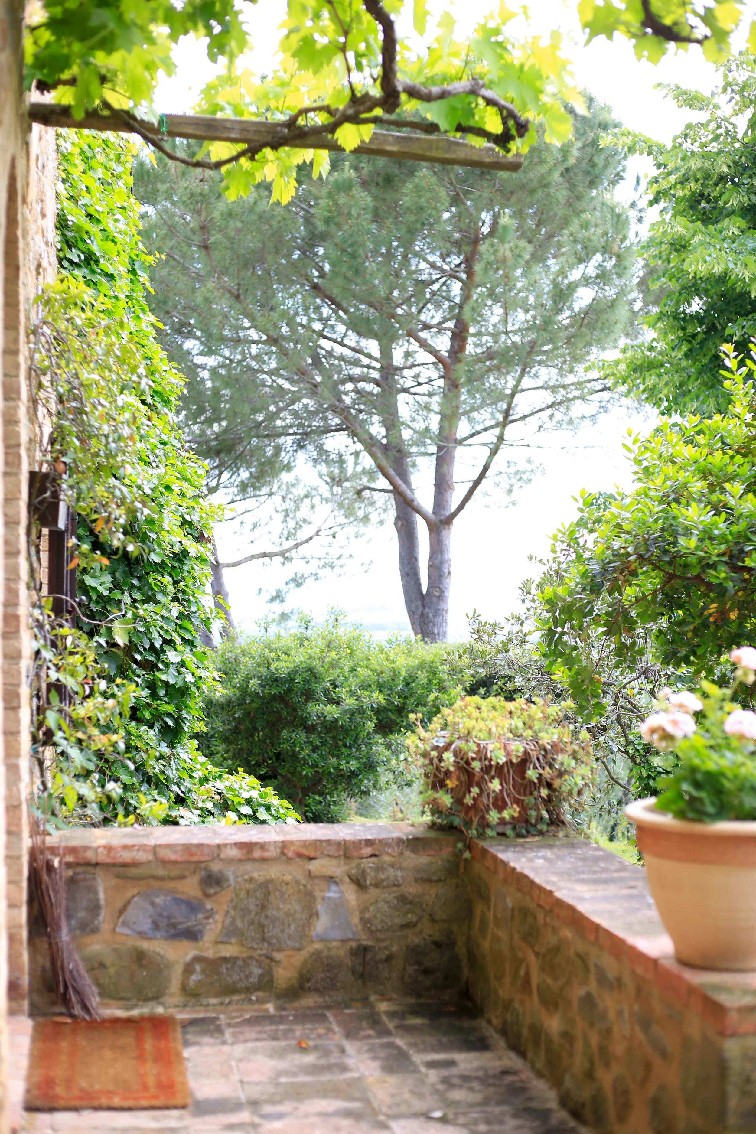 The front porch of Maté Winery in Tuscany