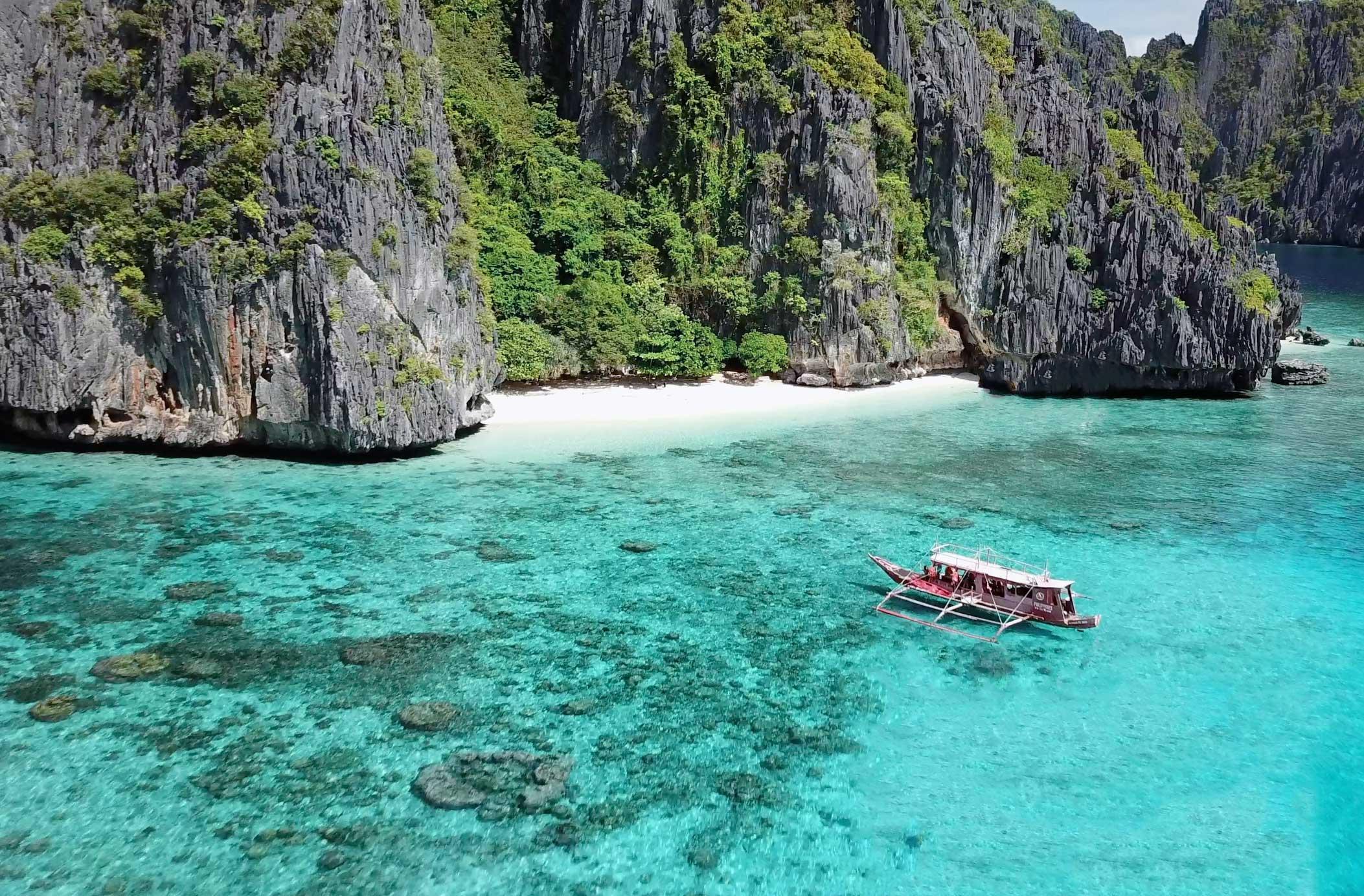 The beautiful Shimizu Beach, Palawan, Philippines 😍