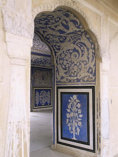 stylized-foral-motif-chalk-blue-and-white-painted-mahal-the-city-palace-jaipur-india_u-l-p1upe80.jpg