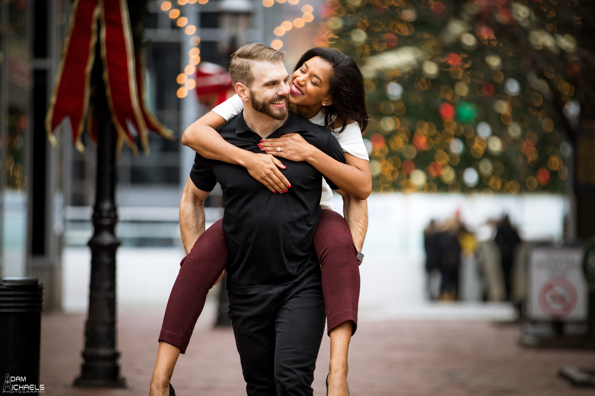 Christmas Market Square Engagement Pictures_1877.jpg
