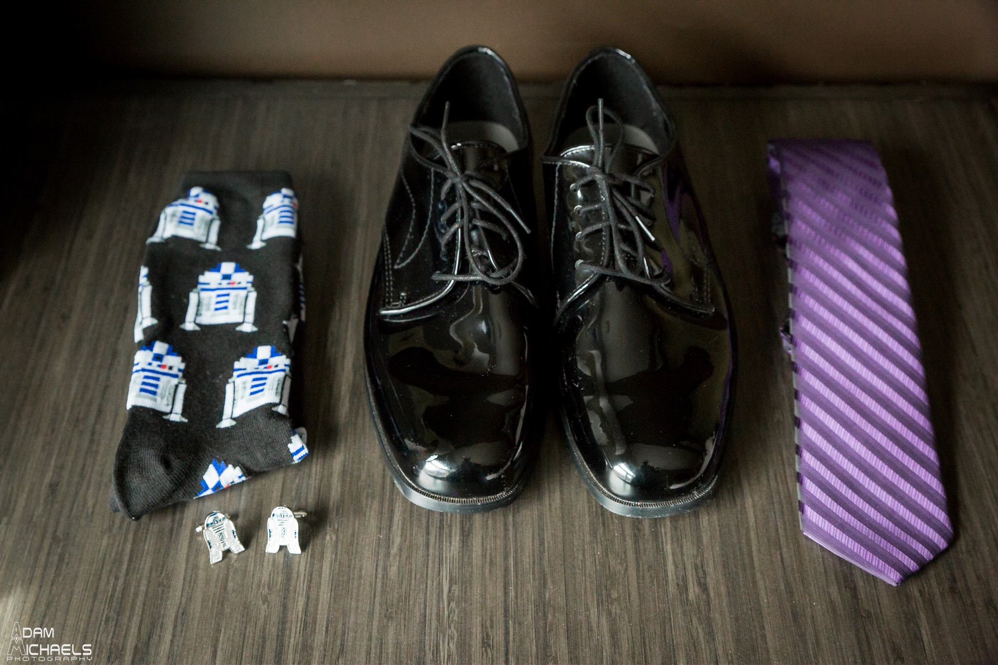 Consol Center North Shore Groom Getting Ready Wedding_2118.jpg