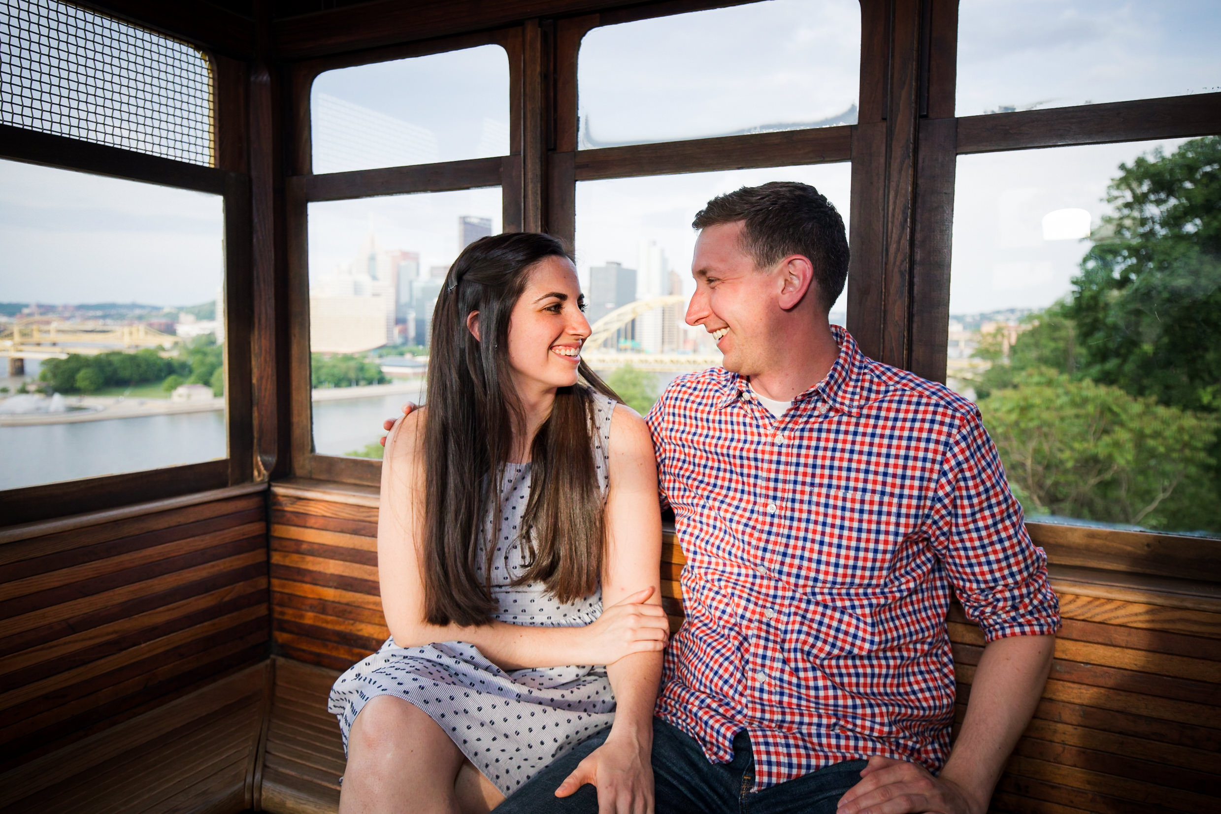 Station Square Duquesne Incline Wedding Engagement Picture locations-4.jpg