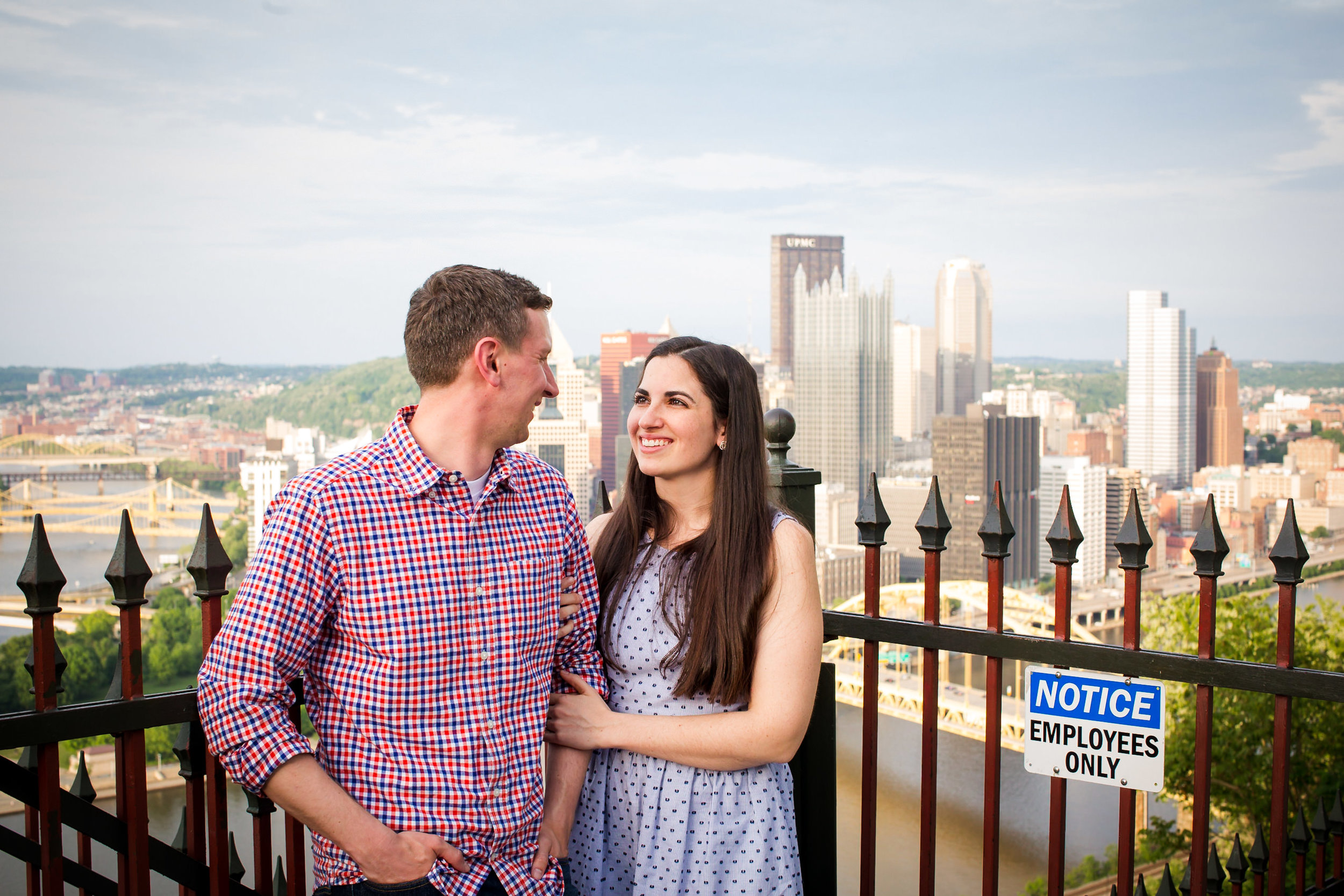 Station Square Duquesne Incline Wedding Engagement Picture locations-6.jpg