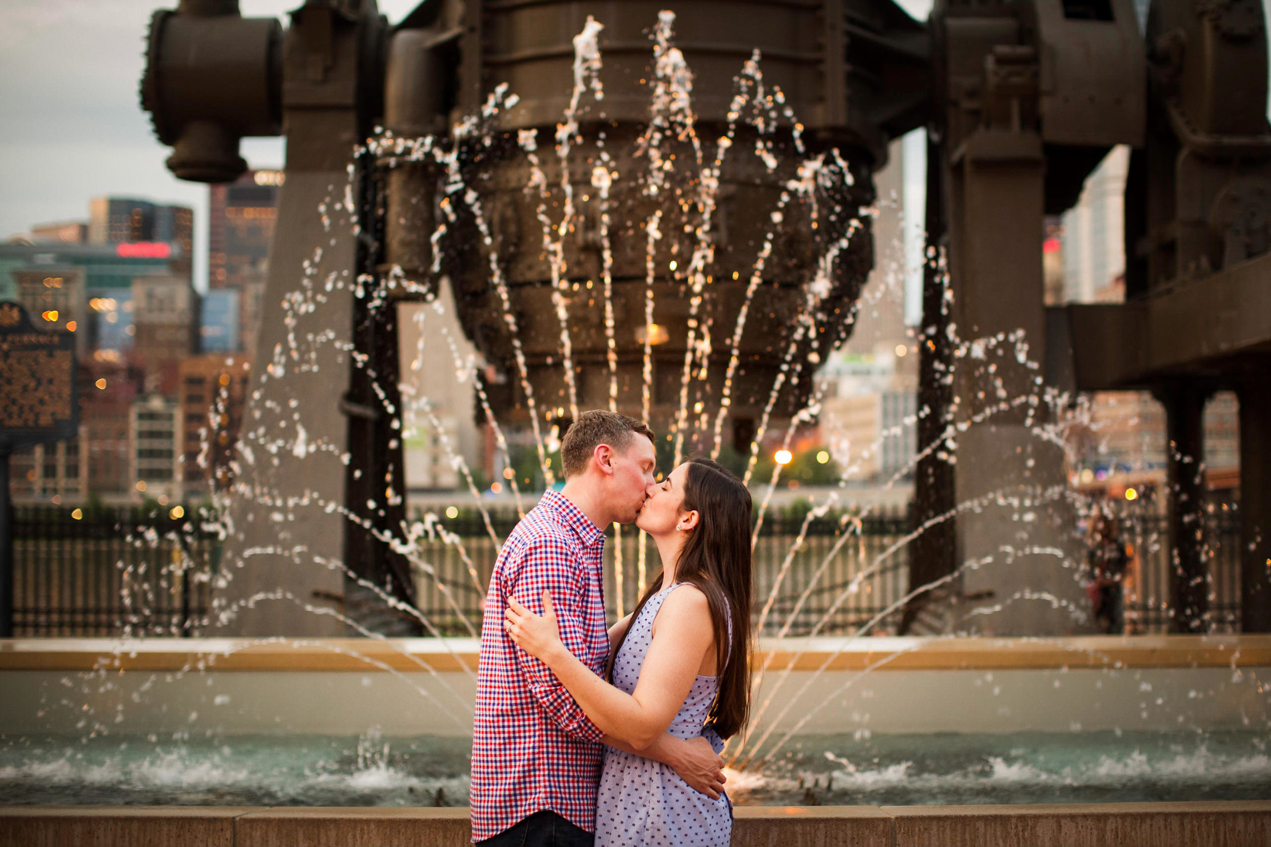 Station Square Duquesne Incline Wedding Engagement Picture locations-10.jpg