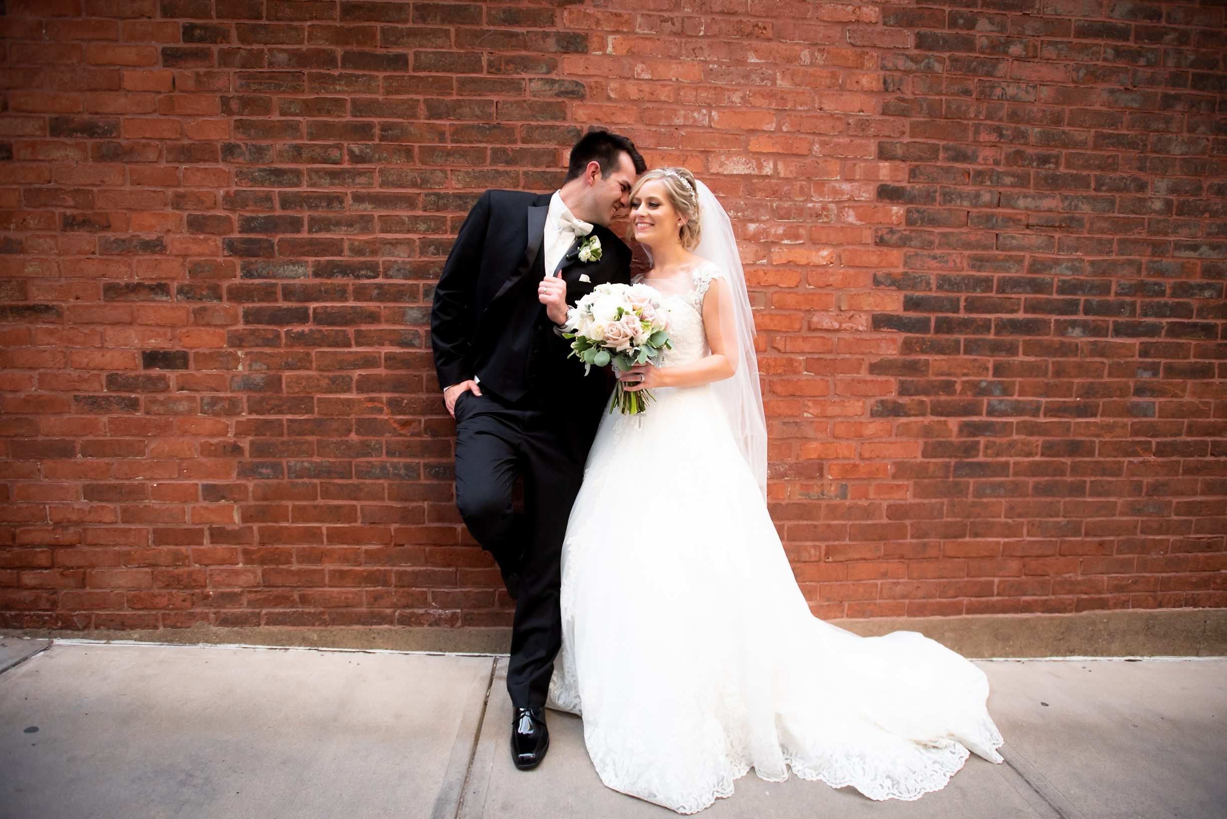 Downtown Pittsburgh Mellon Square Wedding Engagement Picture Locations-16.jpg