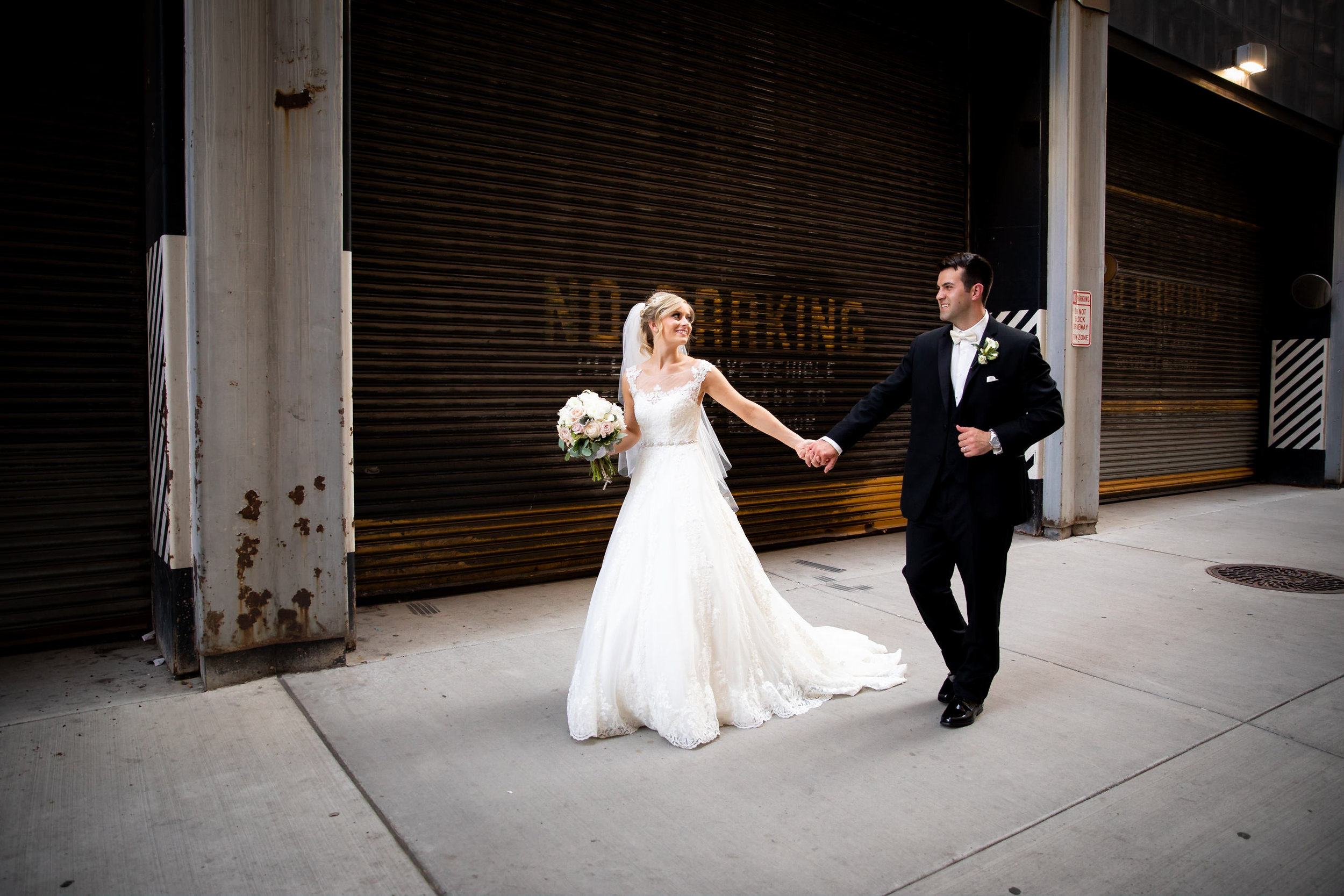 Downtown Pittsburgh Mellon Square Wedding Engagement Picture Locations-17.jpg