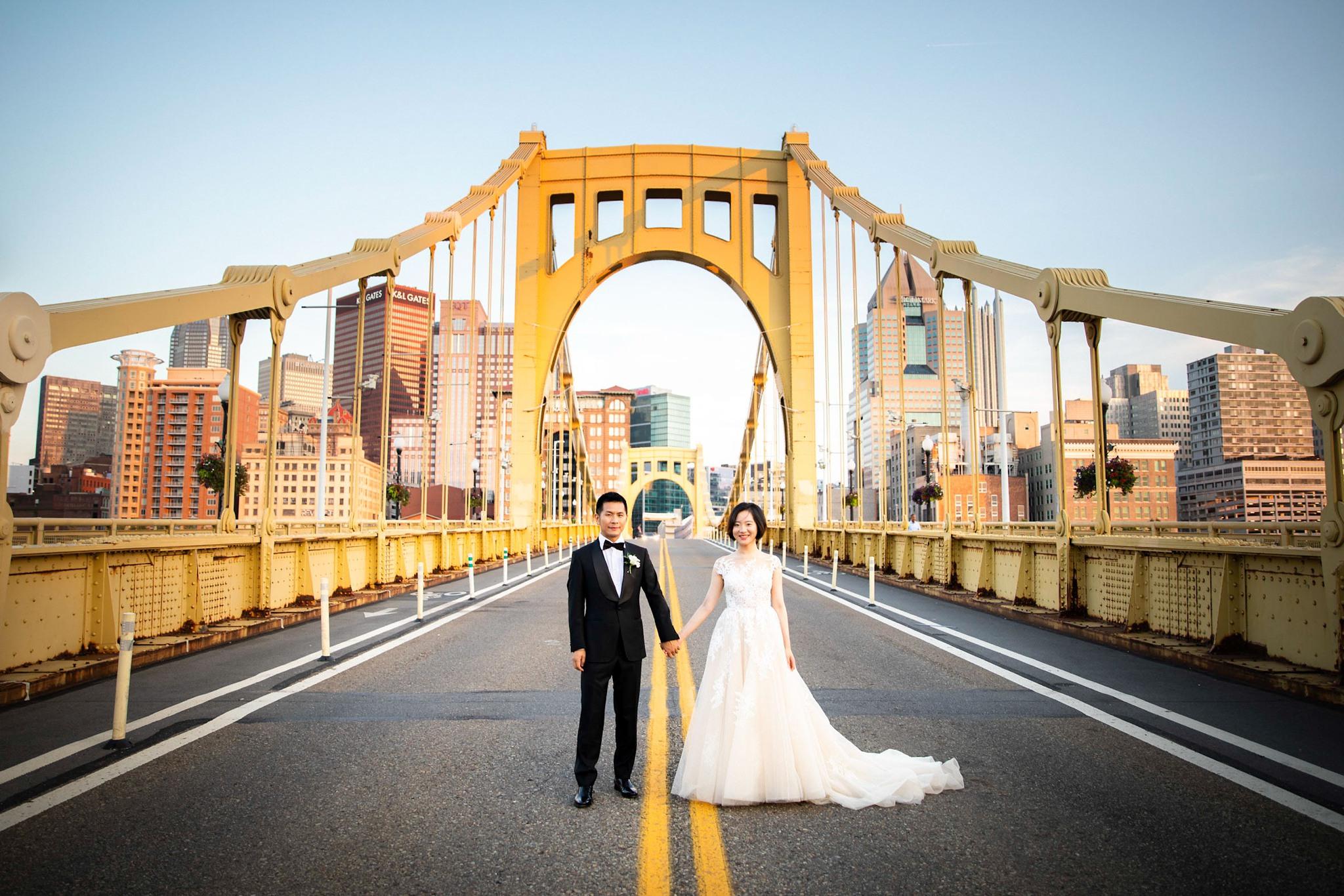 Clemente Bridge Pittsburgh Wedding Pictures_2567.jpg