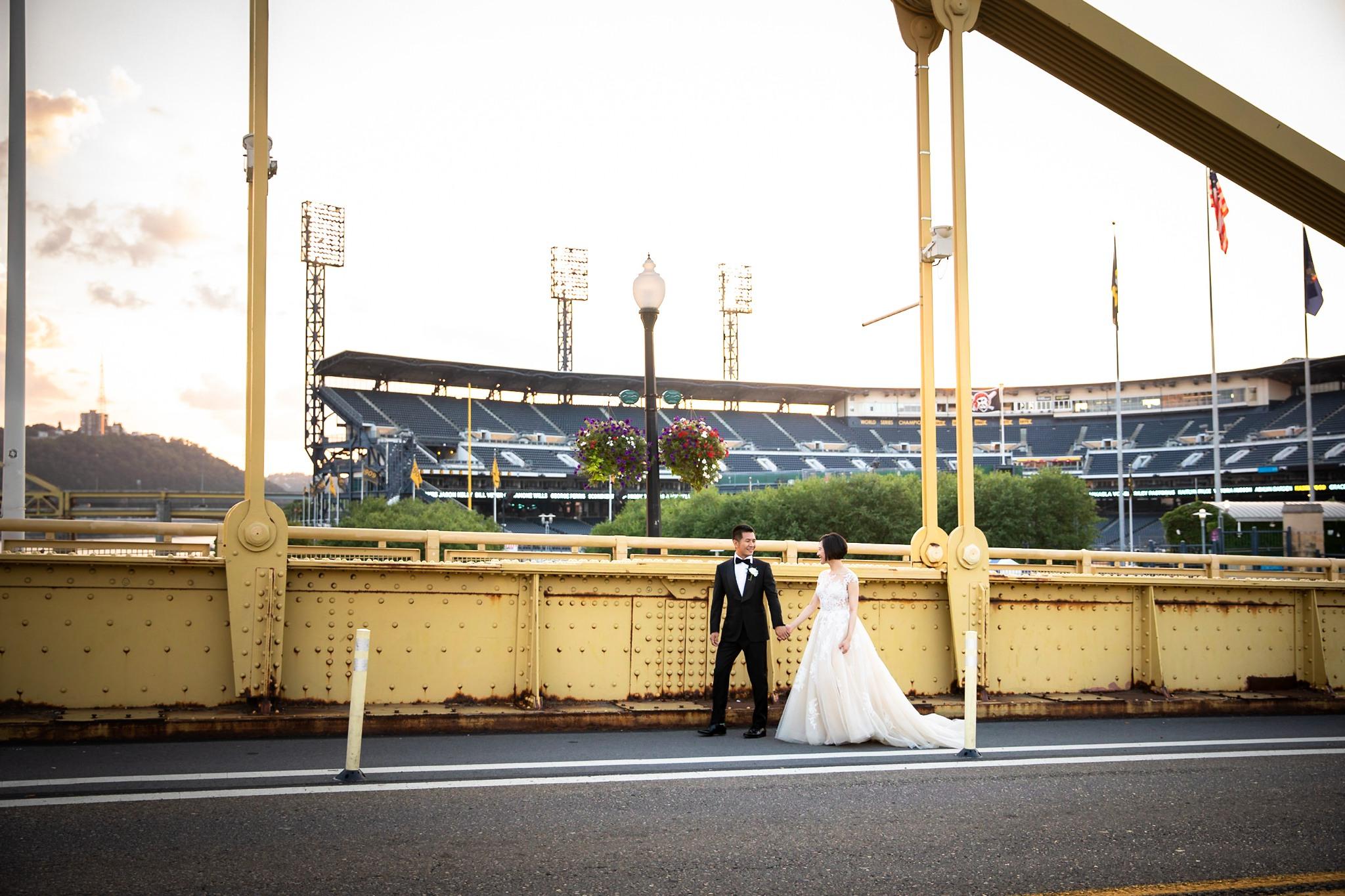 Clemente Bridge Pittsburgh Wedding Pictures_2568.jpg
