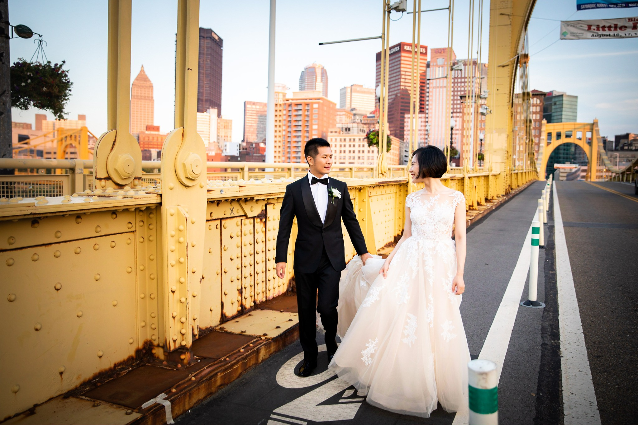 Clemente Bridge Pittsburgh Wedding Pictures_2569.jpg