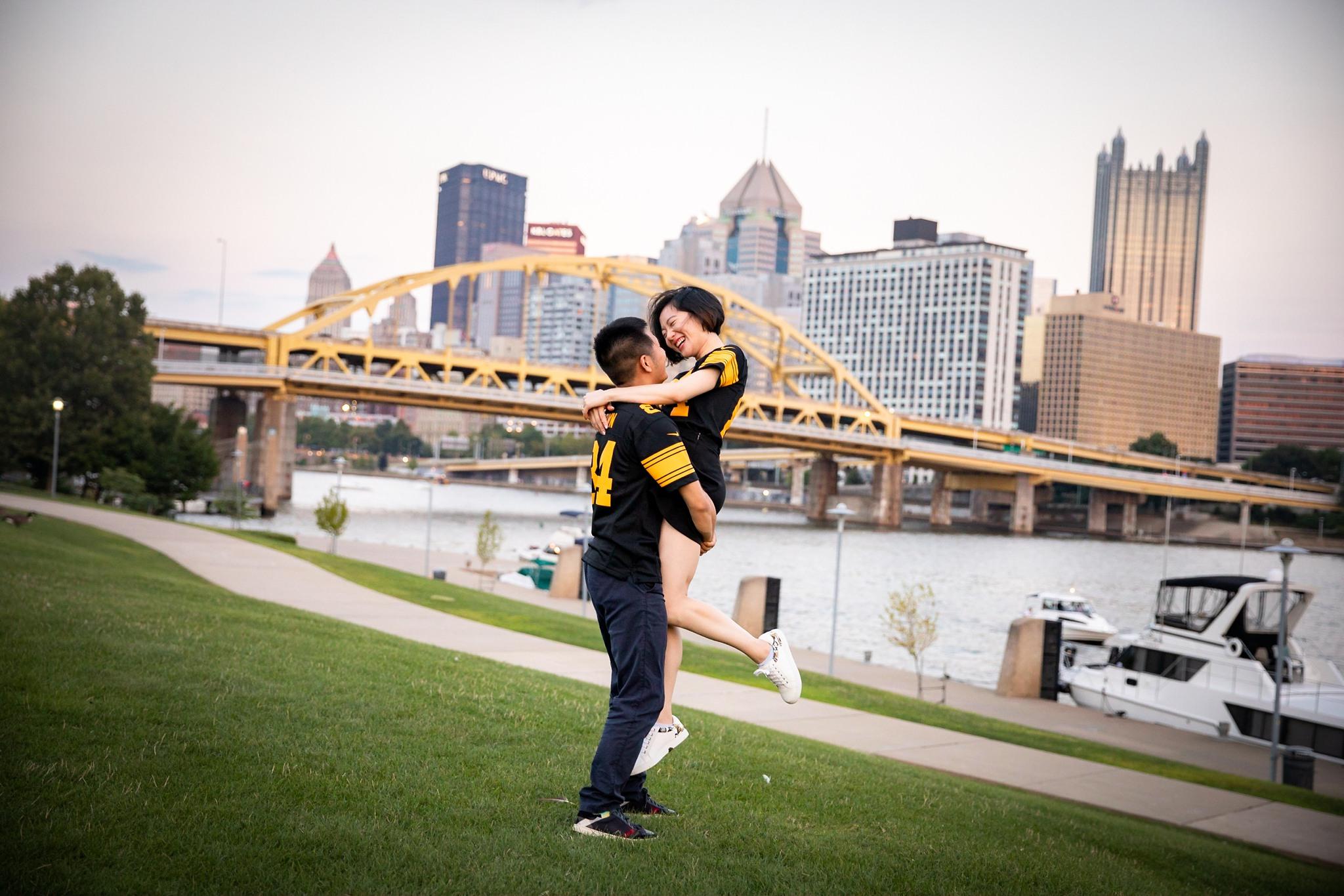 North Shore Riverwalk Pittsburgh Engagement Pictures_2570.jpg