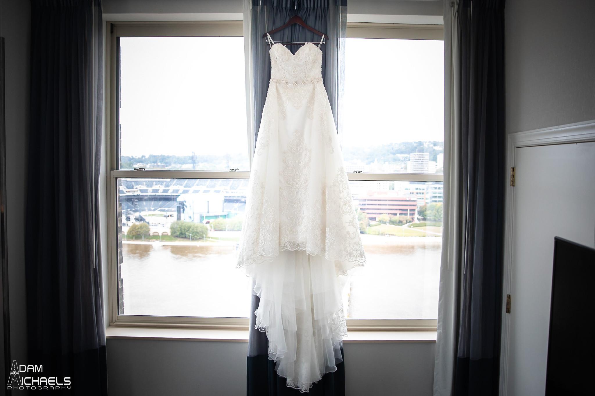 Renaissance Hotel Pittsburgh Wedding Bridal Suite_2583.jpg
