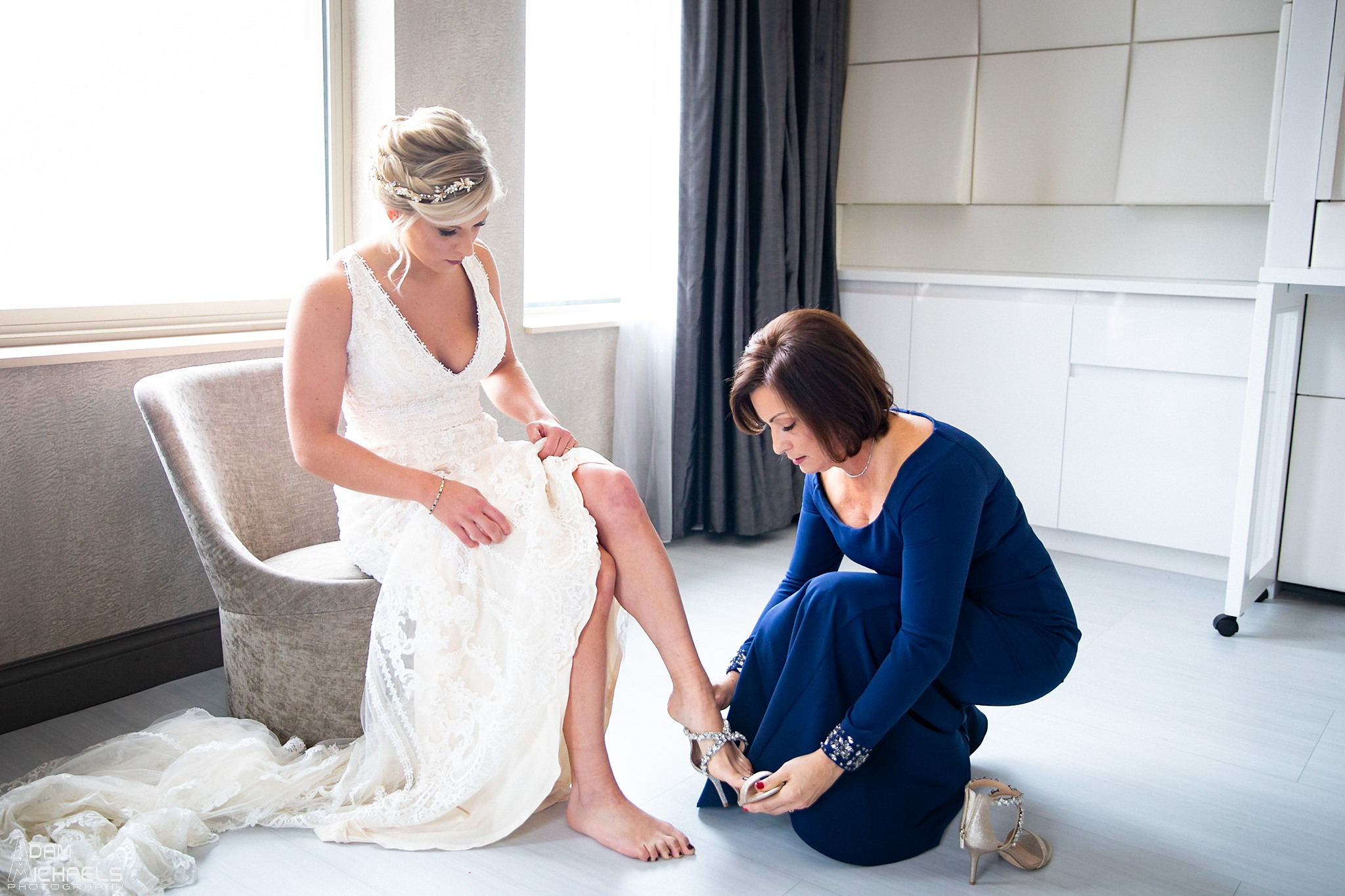 Pittsburgh Renaissance Hotel Wedding Bride Getting Ready_2877.jpg