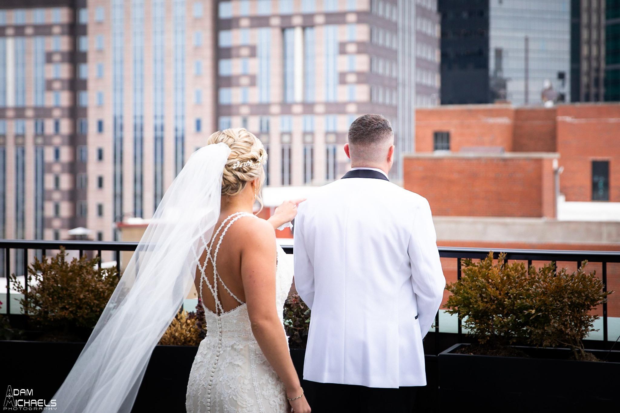 Pittsburgh Renaissance Hotel Wedding First Look Roof_2888.jpg