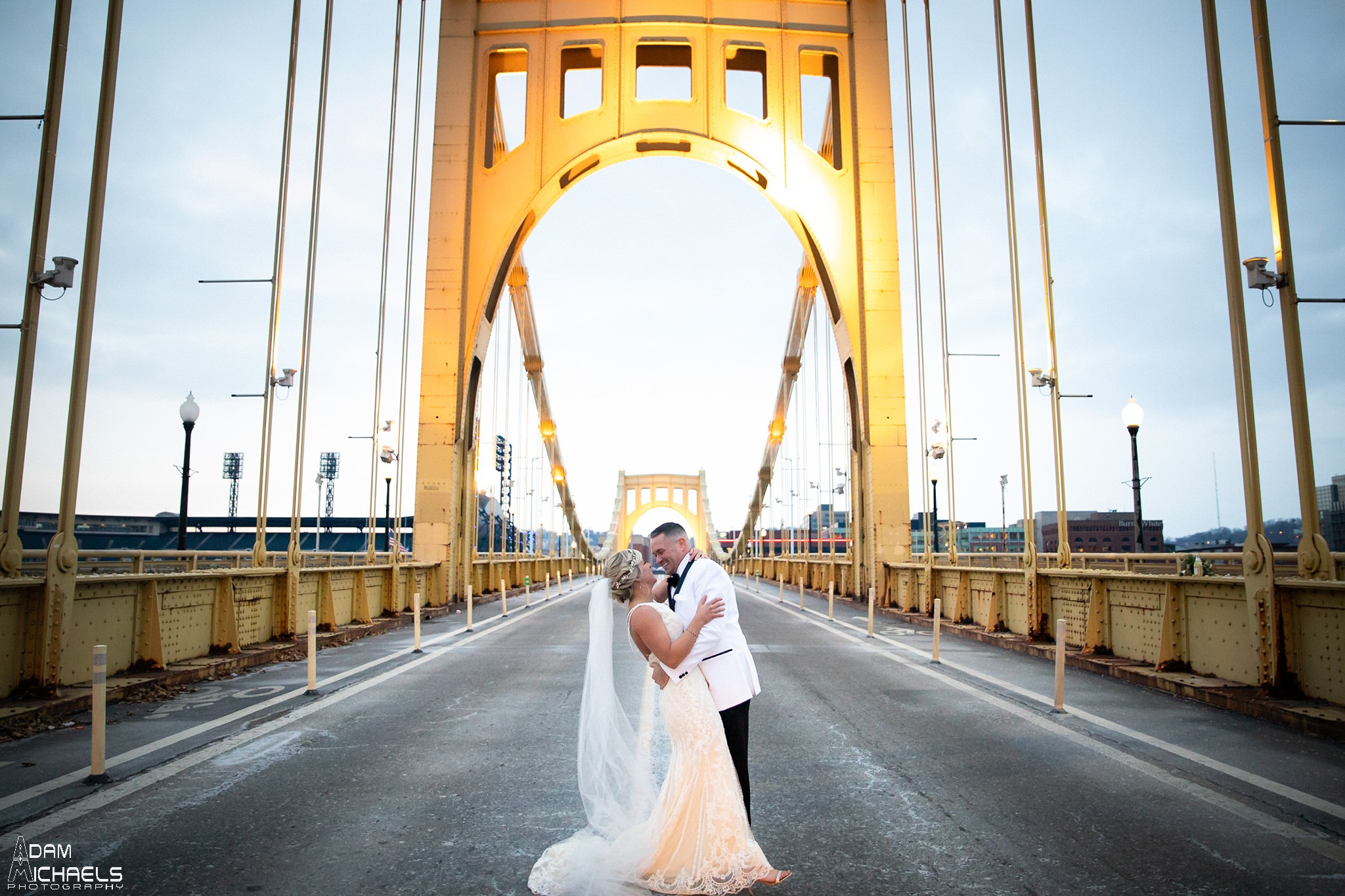 Pittsburgh Clemente Bridge Winter Wedding Pictures_2934.jpg