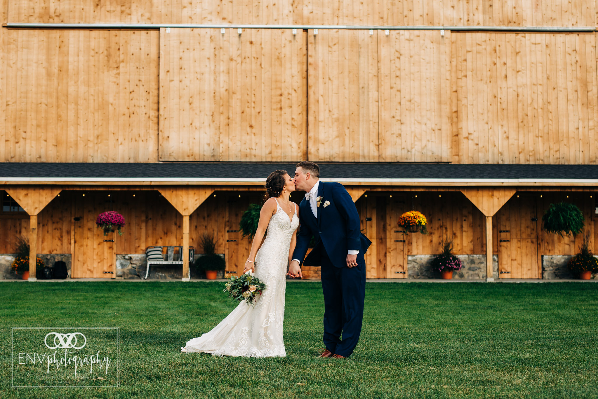 Mount Vernon Ohio Columbus Ohio Barn Wedding Photography Gibson (8).jpg