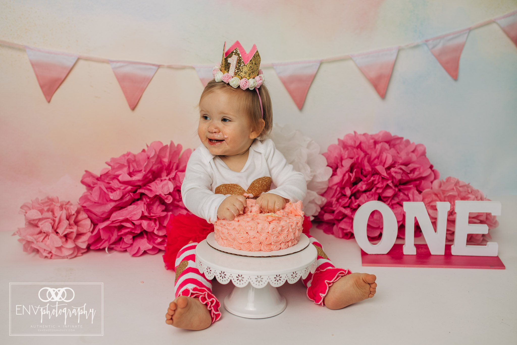 Mount Vernon Ohio Columbus Ohio First Birthday Smash Cake family photographer (25).jpg