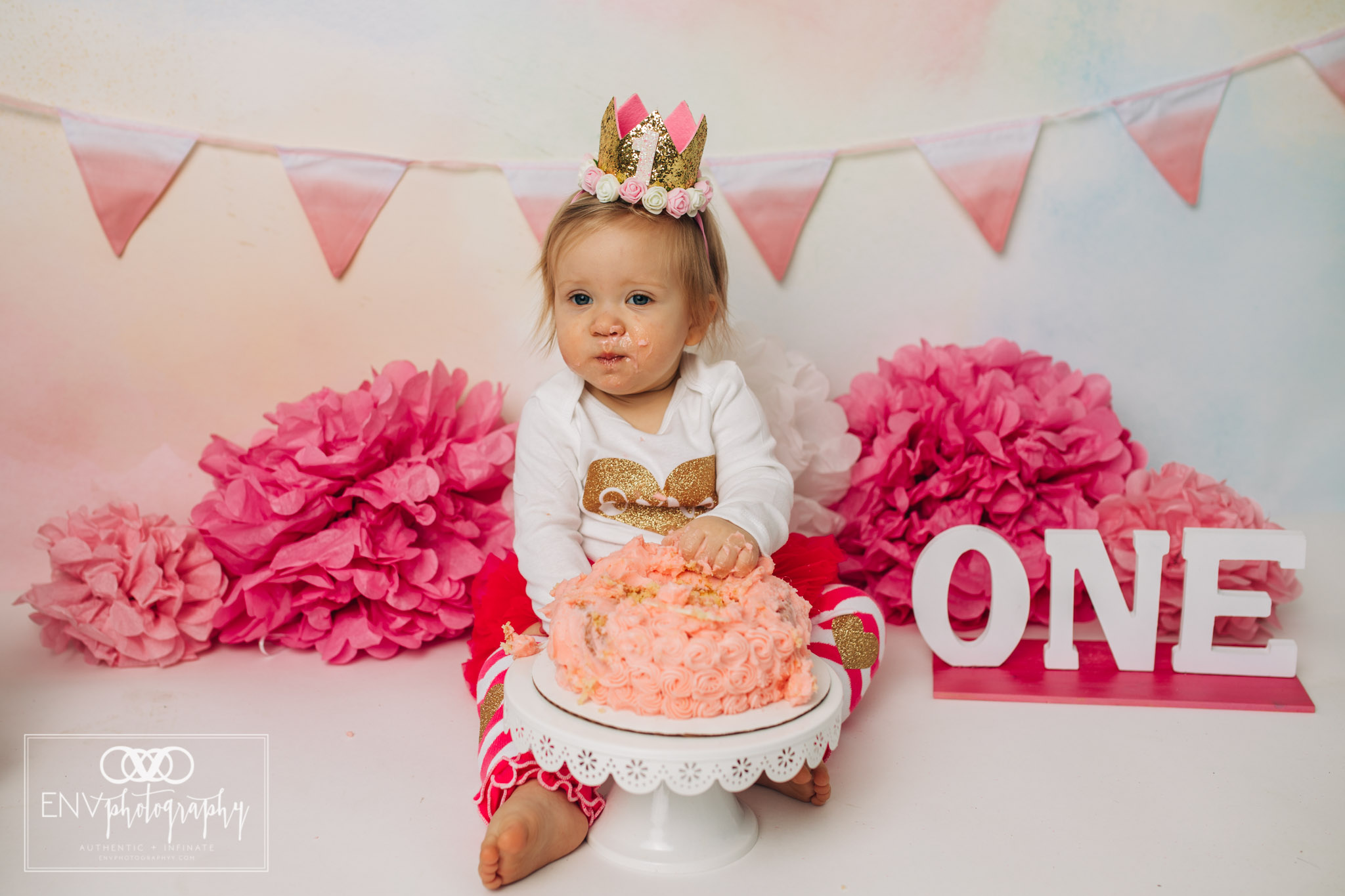 Mount Vernon Ohio Columbus Ohio First Birthday Smash Cake family photographer (26).jpg