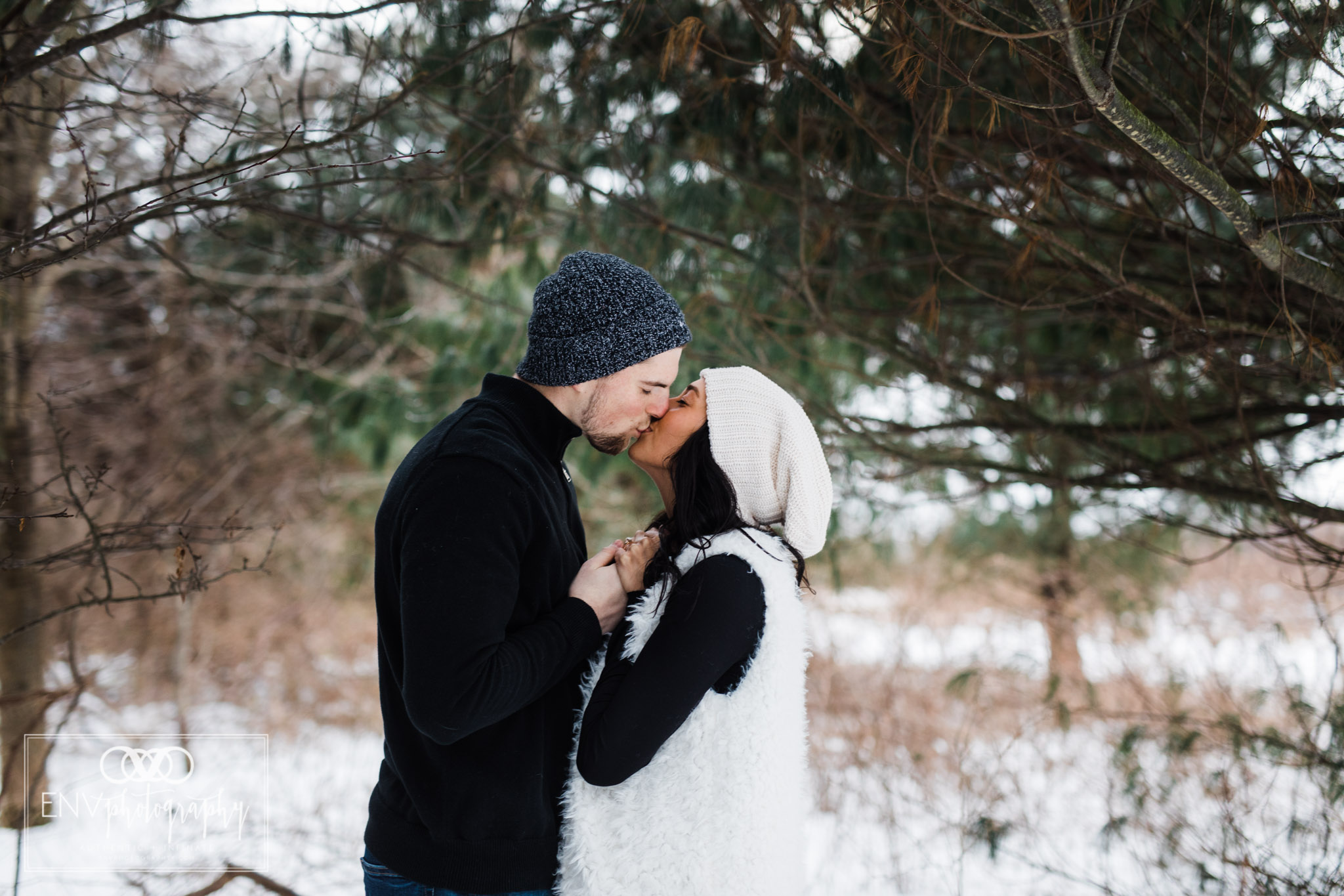 columbus ohio mount vernon ohio winter snowy family engagement photography (10).jpg