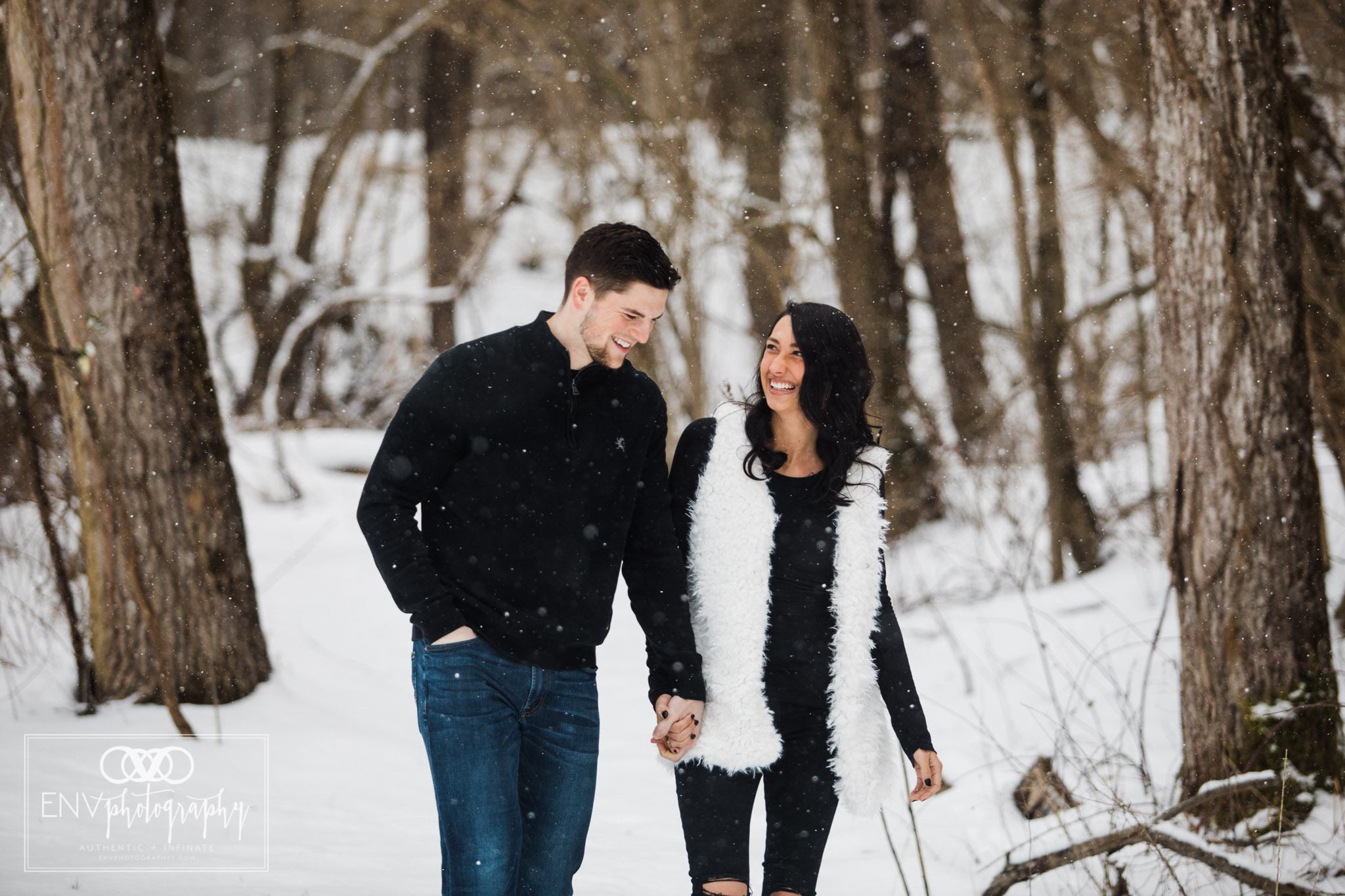 columbus ohio mount vernon ohio winter snowy family engagement photography (20).jpg