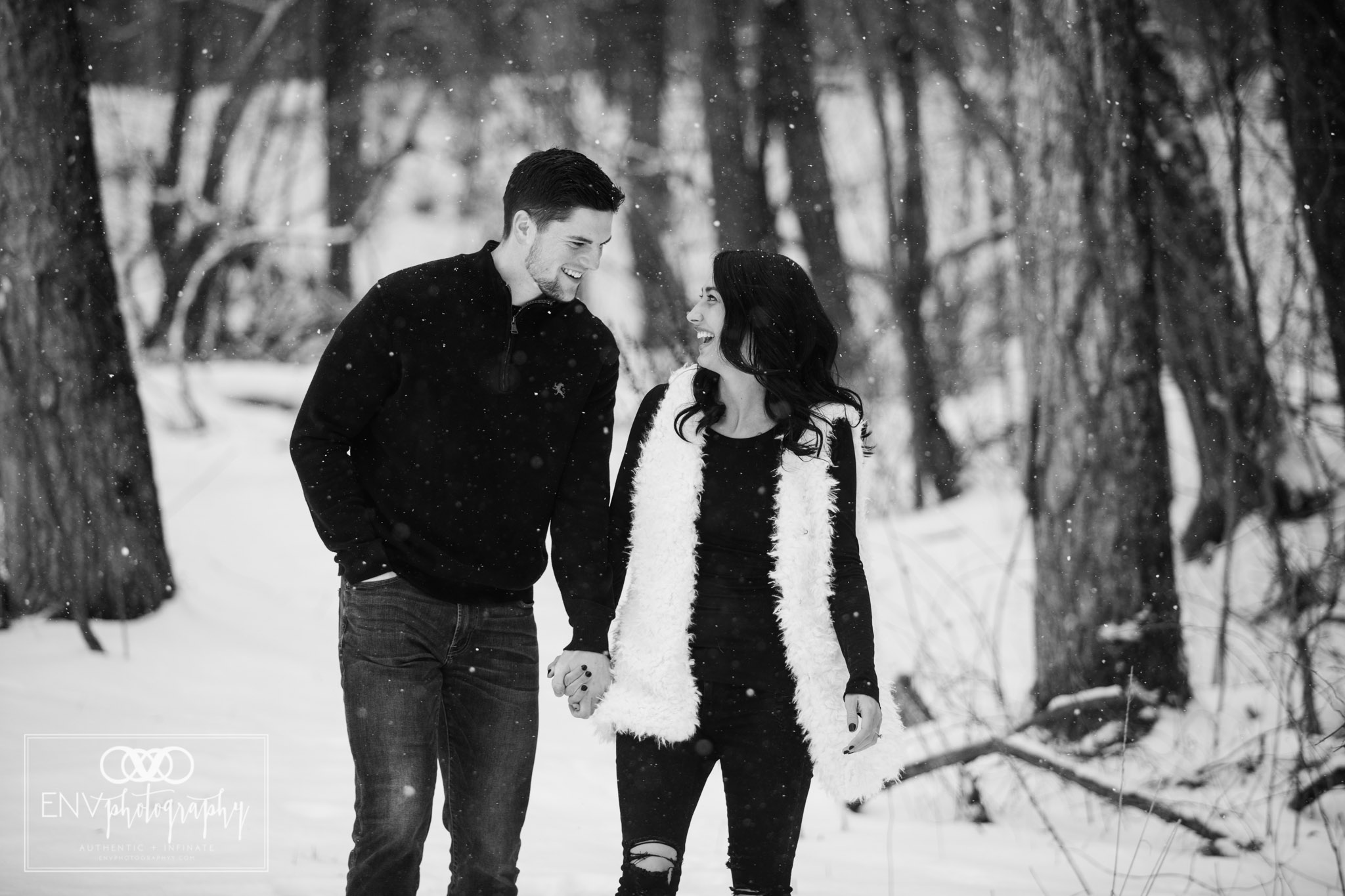columbus ohio mount vernon ohio winter snowy family engagement photography (1).jpg