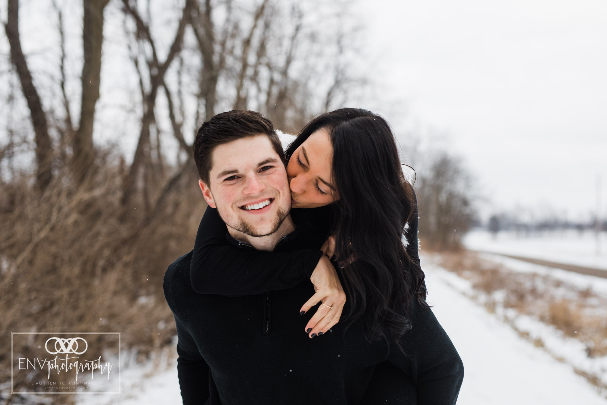 columbus ohio mount vernon ohio winter snowy family engagement photography (3).jpg