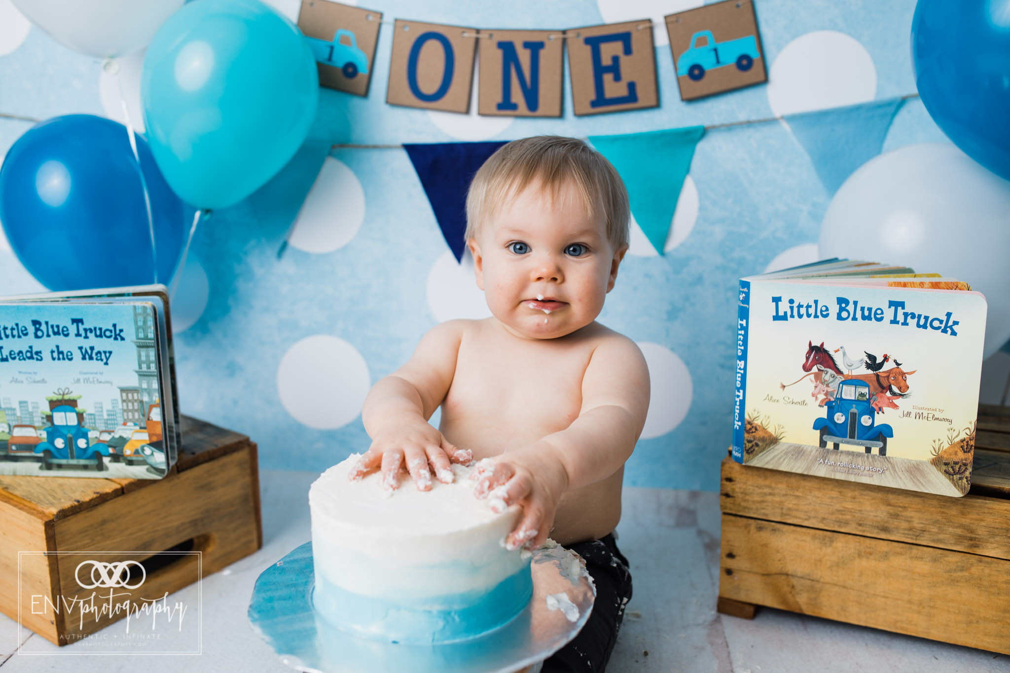 columbus ohio mount vernon ohio family photographer little blue truck cake smash (9).jpg