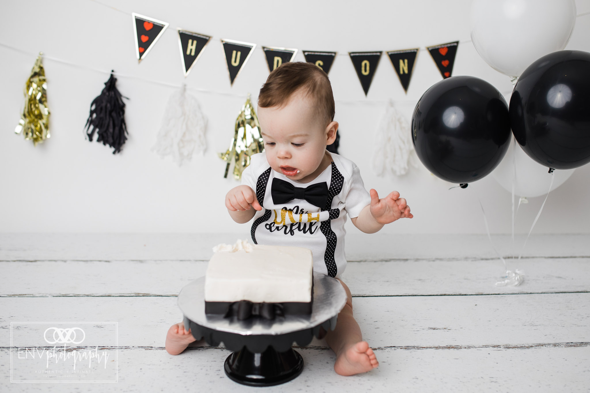 Mount Vernon Columbus Ohio Family Photographer First Birthday Cake Smash (10).jpg