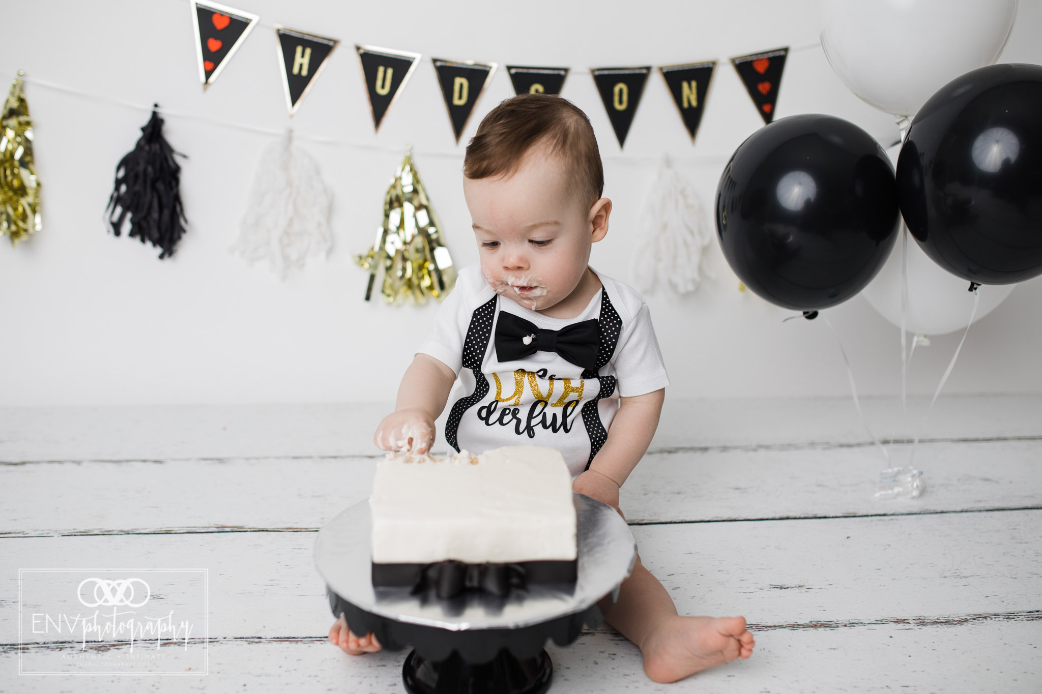 Mount Vernon Columbus Ohio Family Photographer First Birthday Cake Smash (13).jpg