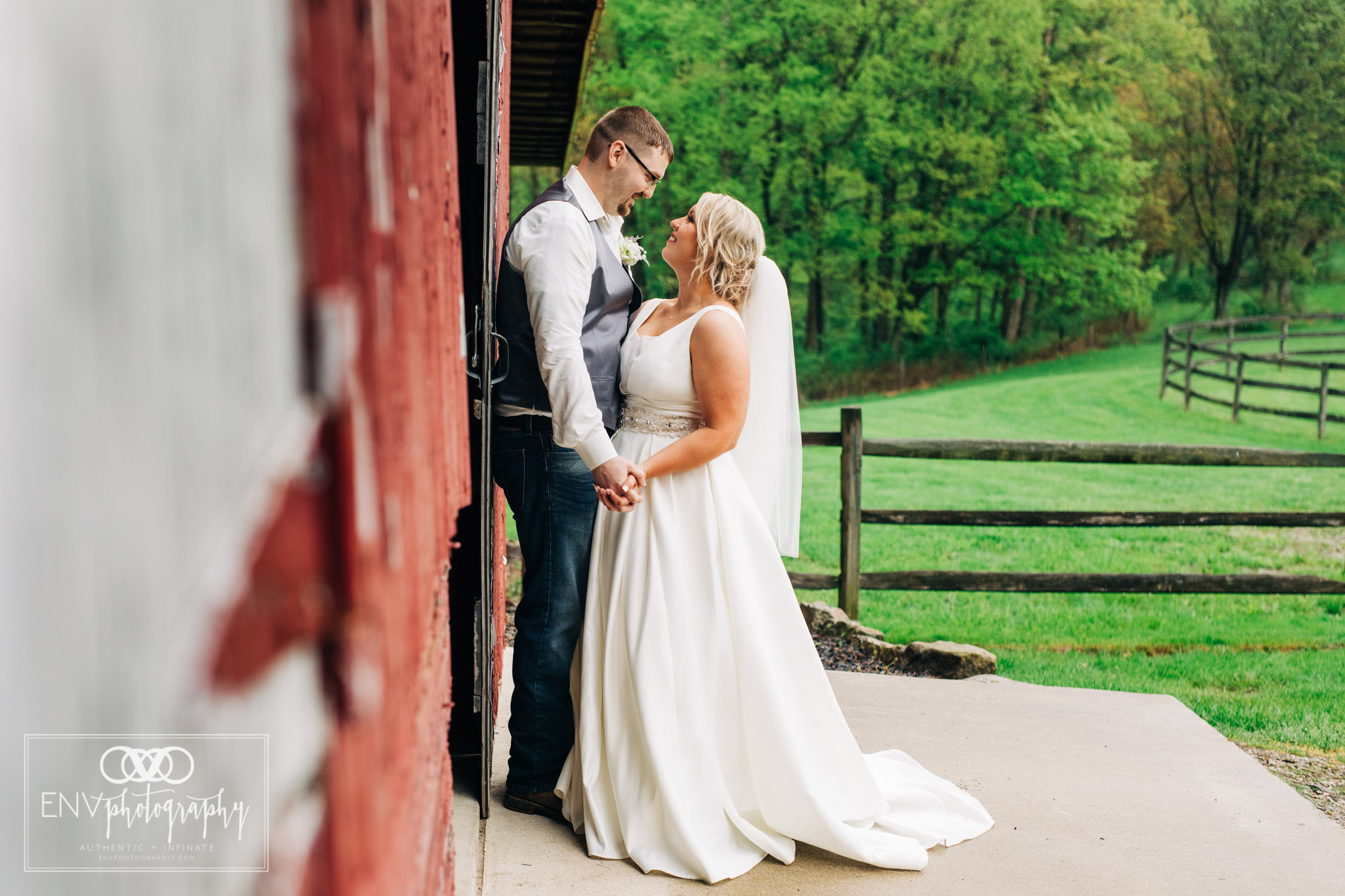 black run farms ohio wedding photographer (26).jpg