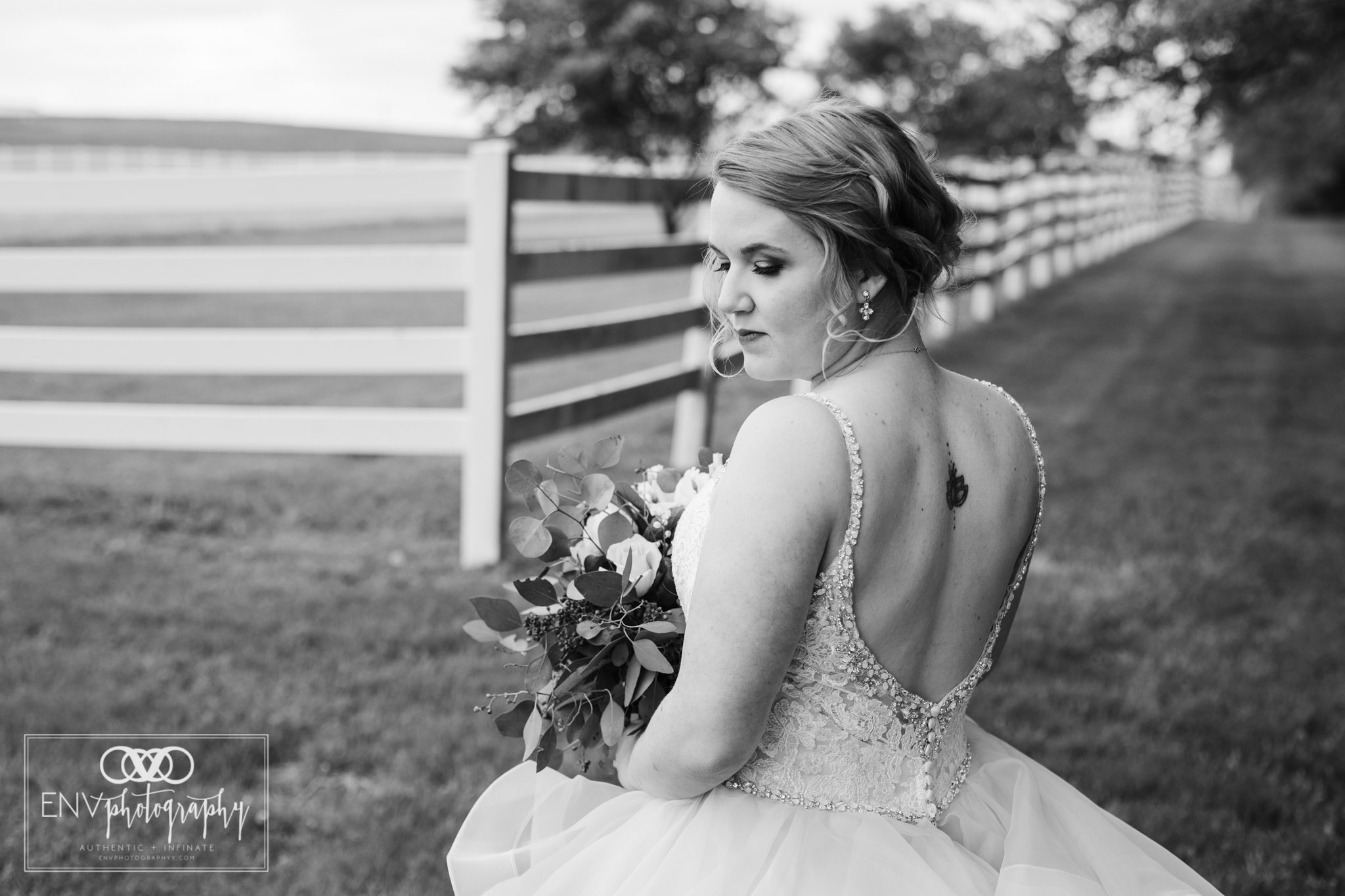 mount vernon columbus ohio irongate equestrian center wedding photographer (41).jpg