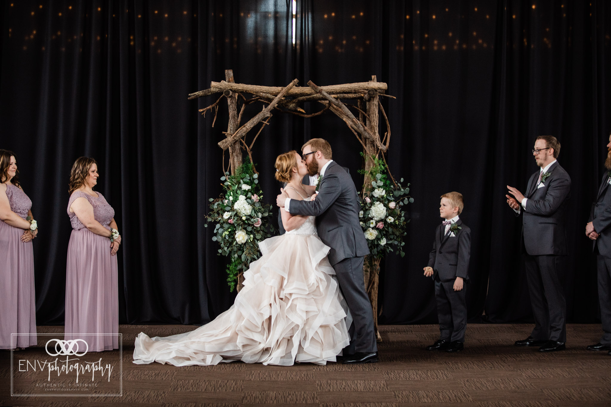 mount vernon columbus ohio irongate equestrian center wedding photographer (47).jpg