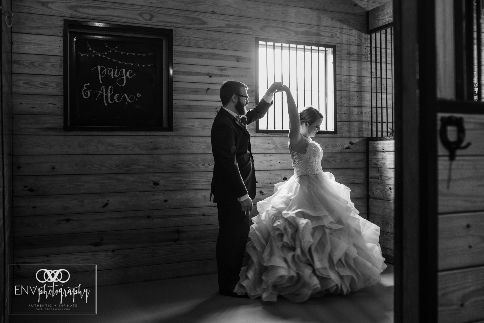 mount vernon columbus ohio irongate equestrian center wedding photographer (52).jpg