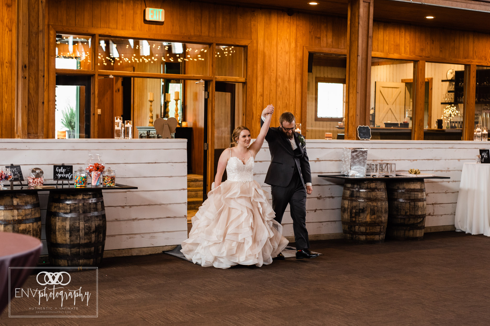 mount vernon columbus ohio irongate equestrian center wedding photographer (55).jpg